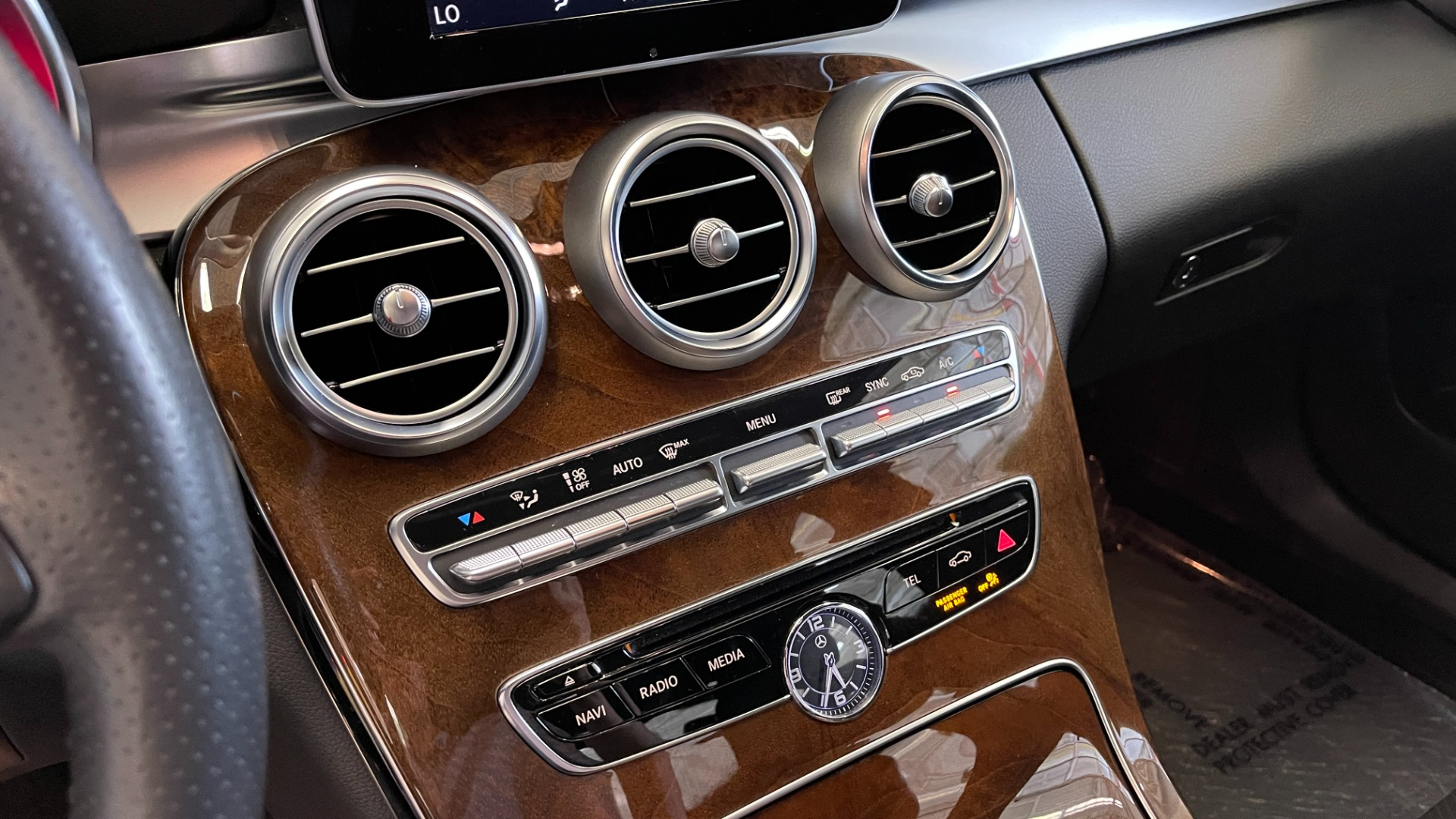 Used 2018 Mercedes-Benz C-CLASS C 300 PREMIUM / SUNROOF / APPLE CARPLAY / HTD STS / REARVIEW for sale $31,795 at Formula Imports in Charlotte NC 28227 33
