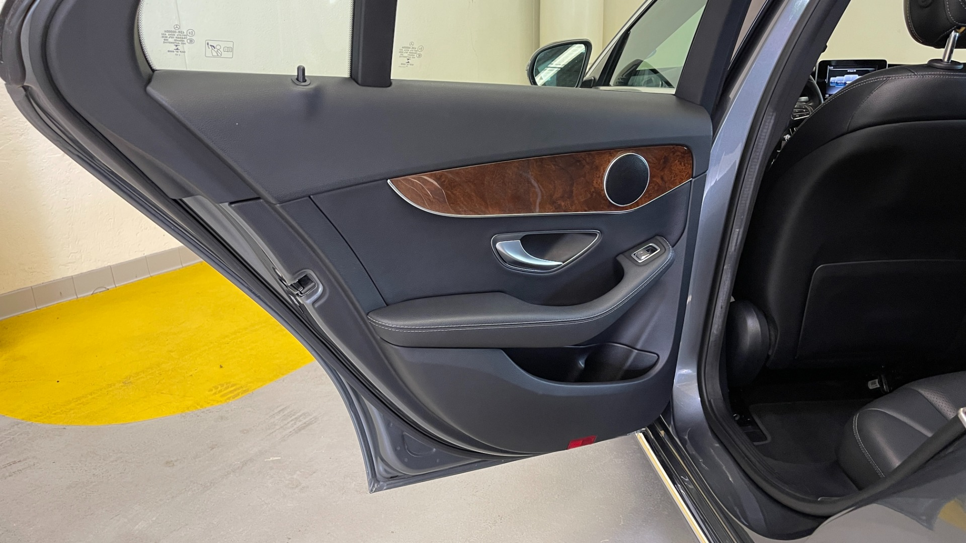 Used 2018 Mercedes-Benz C-CLASS C 300 PREMIUM / SUNROOF / APPLE CARPLAY / HTD STS / REARVIEW for sale $31,795 at Formula Imports in Charlotte NC 28227 38