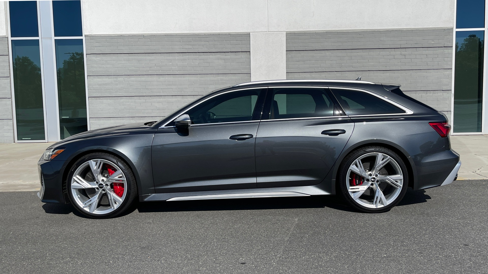 Used 2021 Audi RS 6 AVANT WAGON / EXEC PKG / CARBON OPTIC / B&O SND / DRVR ASST / SPRT EXH for sale Sold at Formula Imports in Charlotte NC 28227 4