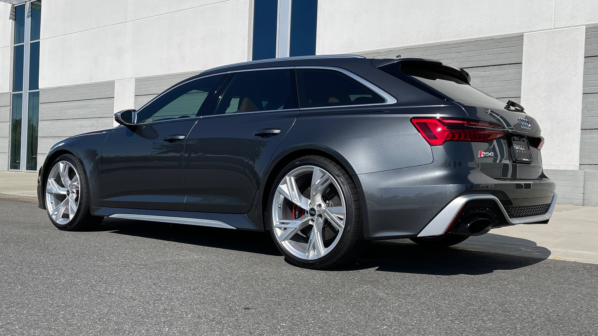 Used 2021 Audi RS 6 AVANT WAGON / EXEC PKG / CARBON OPTIC / B&O SND / DRVR ASST / SPRT EXH for sale Sold at Formula Imports in Charlotte NC 28227 5