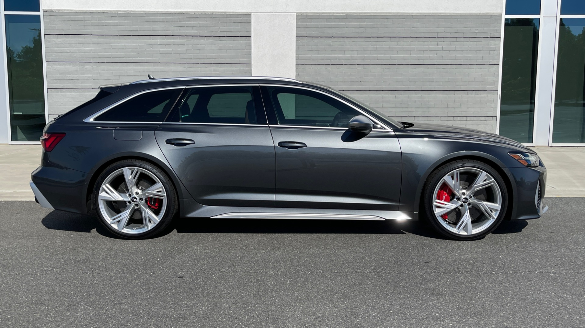 Used 2021 Audi RS 6 AVANT WAGON / EXEC PKG / CARBON OPTIC / B&O SND / DRVR ASST / SPRT EXH for sale Sold at Formula Imports in Charlotte NC 28227 6