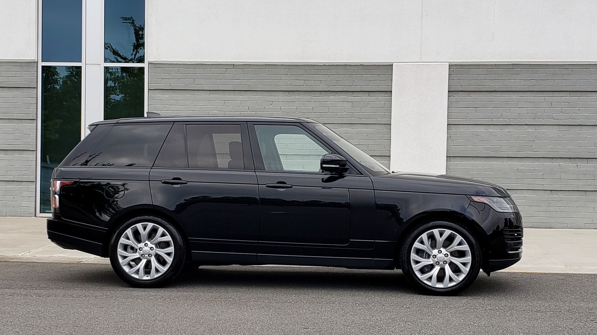 Used 2018 Land Rover RANGE ROVER SUPERCHARGED V8 / DRIVE PRO / NAV / PANO-ROOF / REARVIEW for sale $84,995 at Formula Imports in Charlotte NC 28227 10