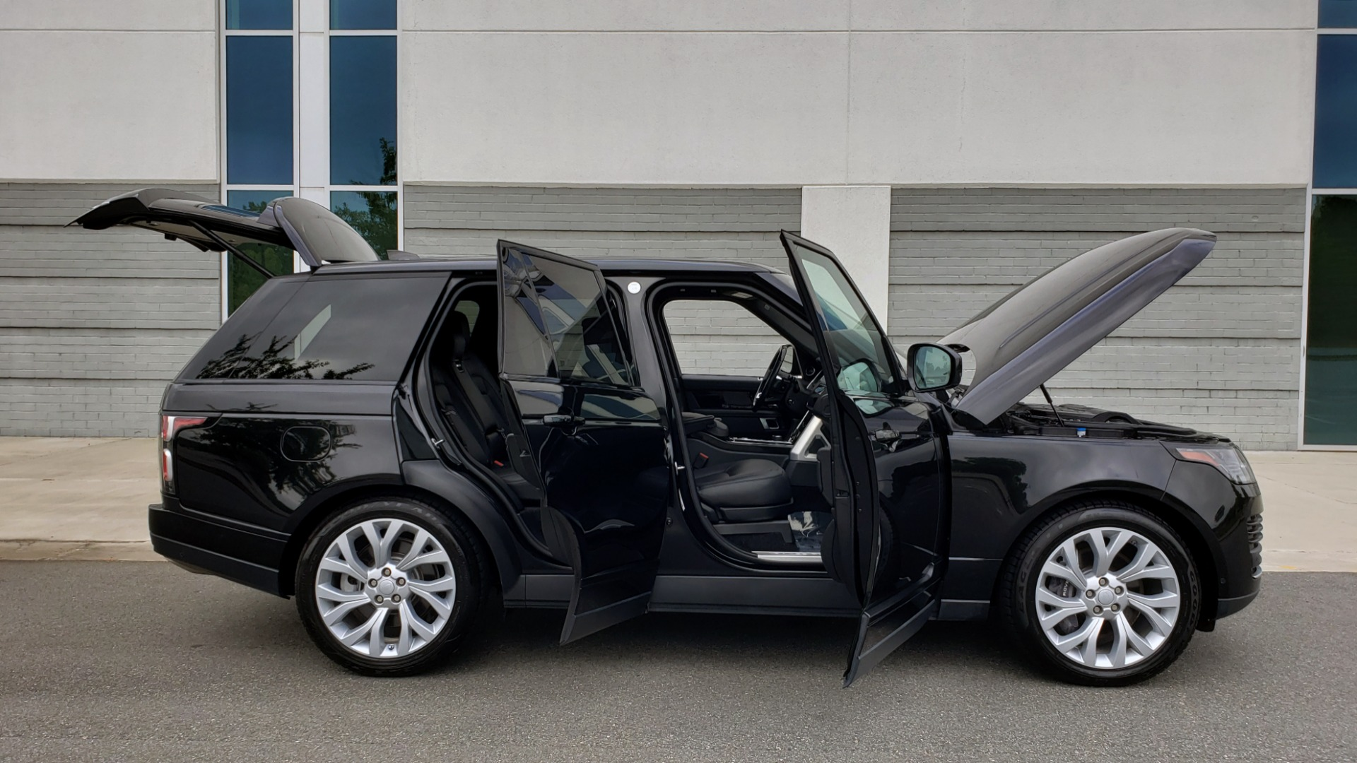 Used 2018 Land Rover RANGE ROVER SUPERCHARGED V8 / DRIVE PRO / NAV / PANO-ROOF / REARVIEW for sale $84,995 at Formula Imports in Charlotte NC 28227 14