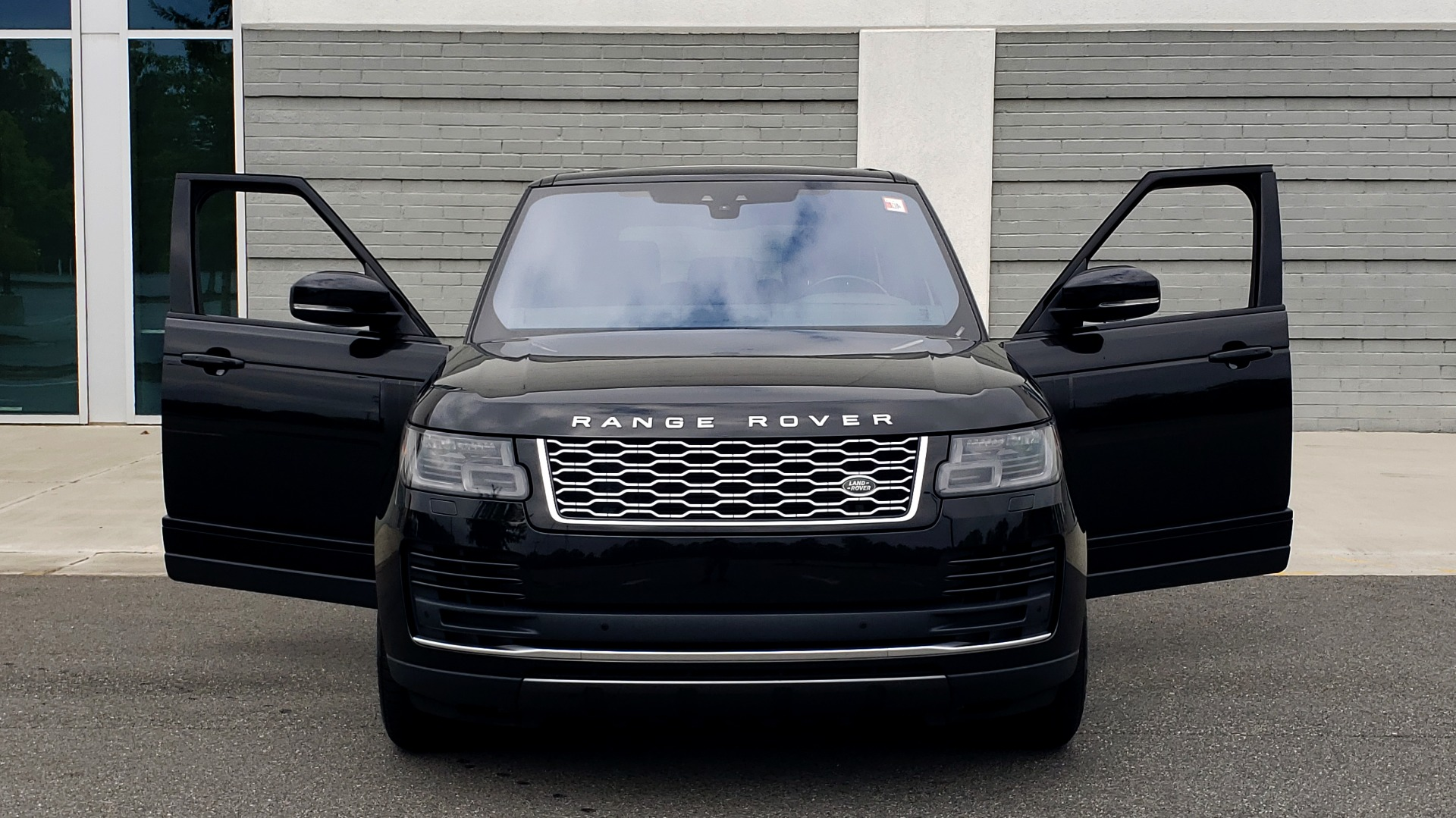 Used 2018 Land Rover RANGE ROVER SUPERCHARGED V8 / DRIVE PRO / NAV / PANO-ROOF / REARVIEW for sale $84,995 at Formula Imports in Charlotte NC 28227 25
