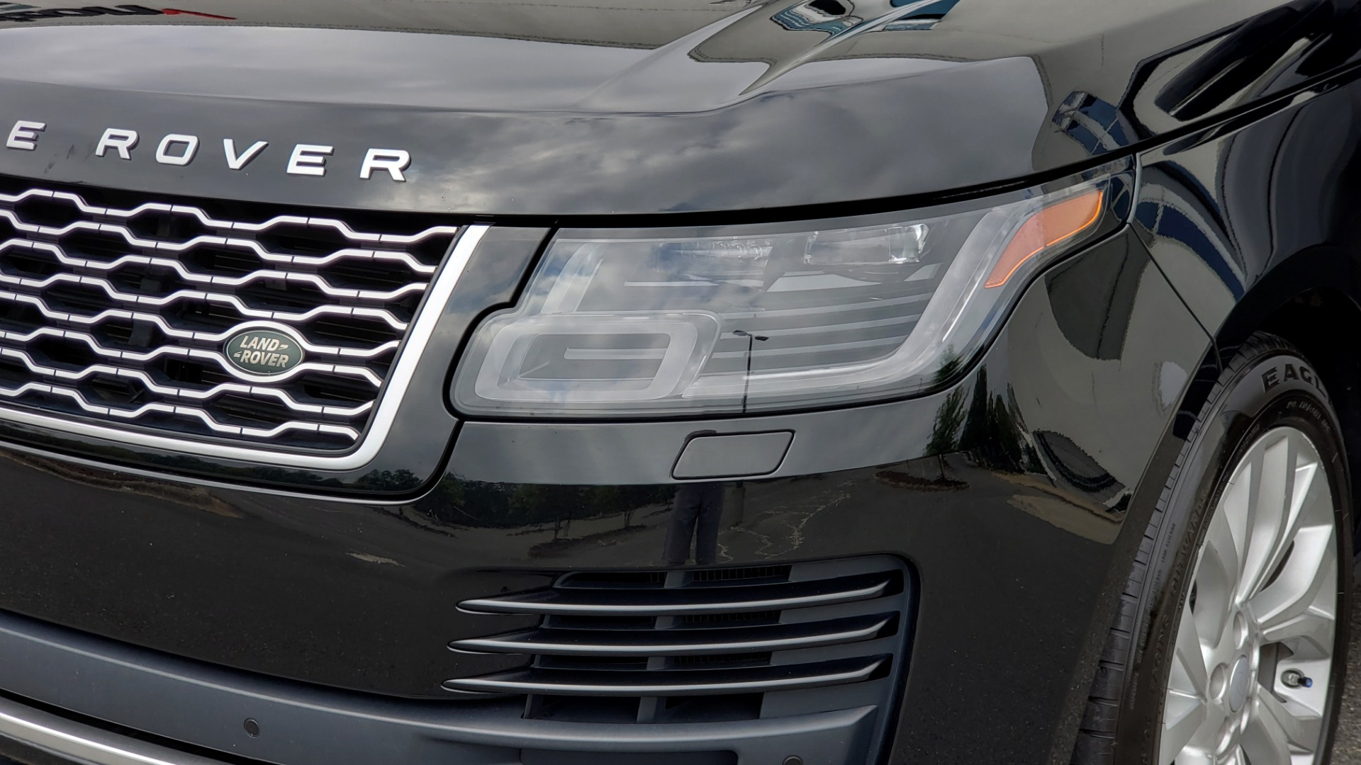 Used 2018 Land Rover RANGE ROVER SUPERCHARGED V8 / DRIVE PRO / NAV / PANO-ROOF / REARVIEW for sale $84,995 at Formula Imports in Charlotte NC 28227 27