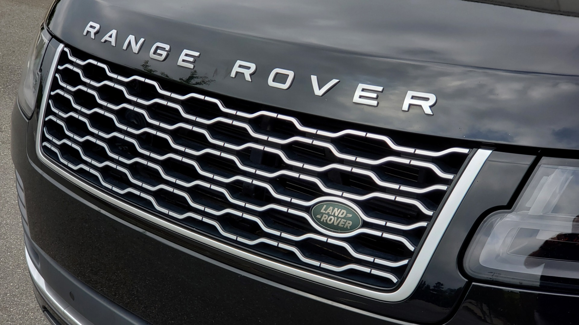 Used 2018 Land Rover RANGE ROVER SUPERCHARGED V8 / DRIVE PRO / NAV / PANO-ROOF / REARVIEW for sale $84,995 at Formula Imports in Charlotte NC 28227 28