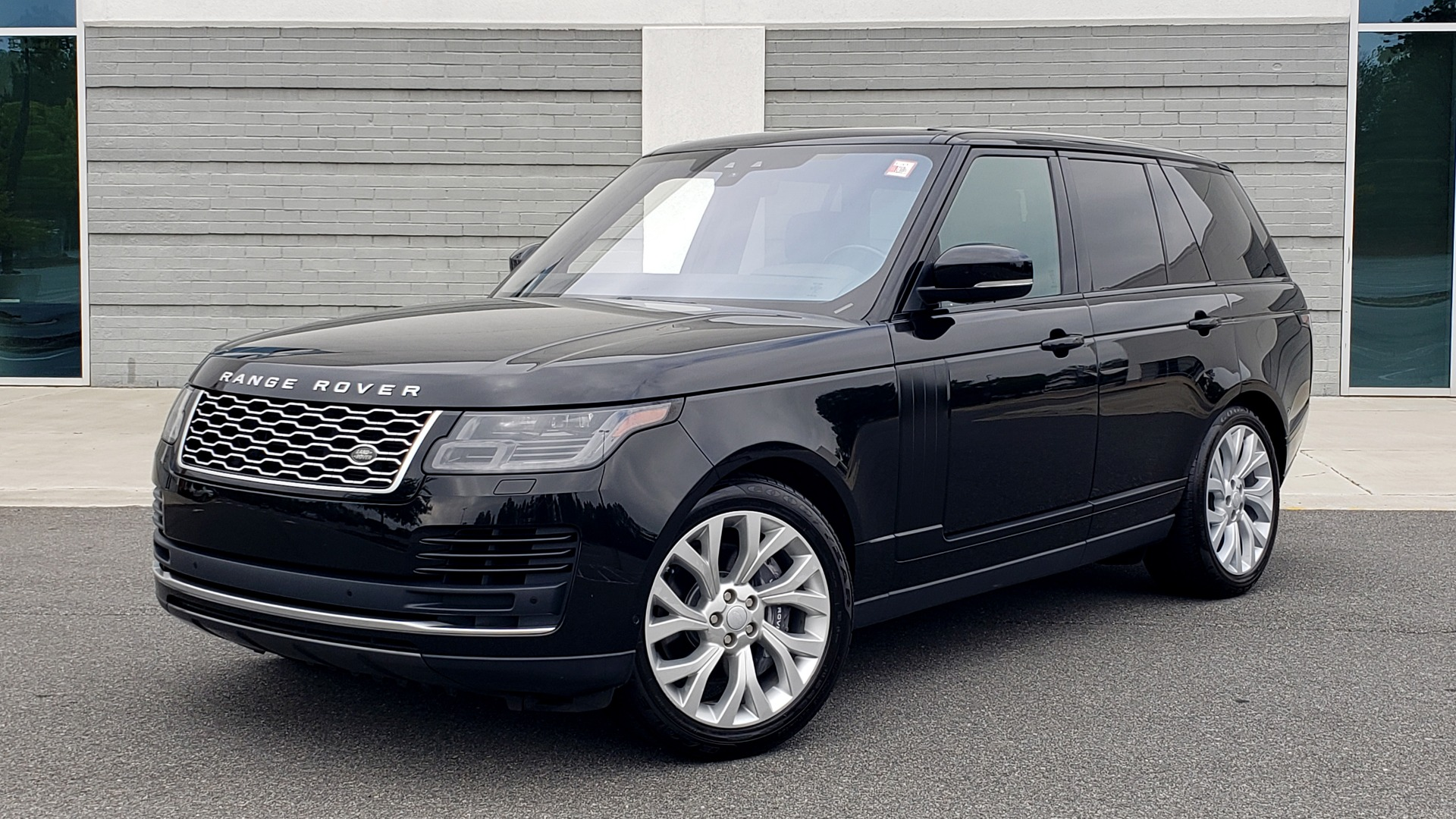 Used 2018 Land Rover RANGE ROVER SUPERCHARGED V8 / DRIVE PRO / NAV / PANO-ROOF / REARVIEW for sale $84,995 at Formula Imports in Charlotte NC 28227 3