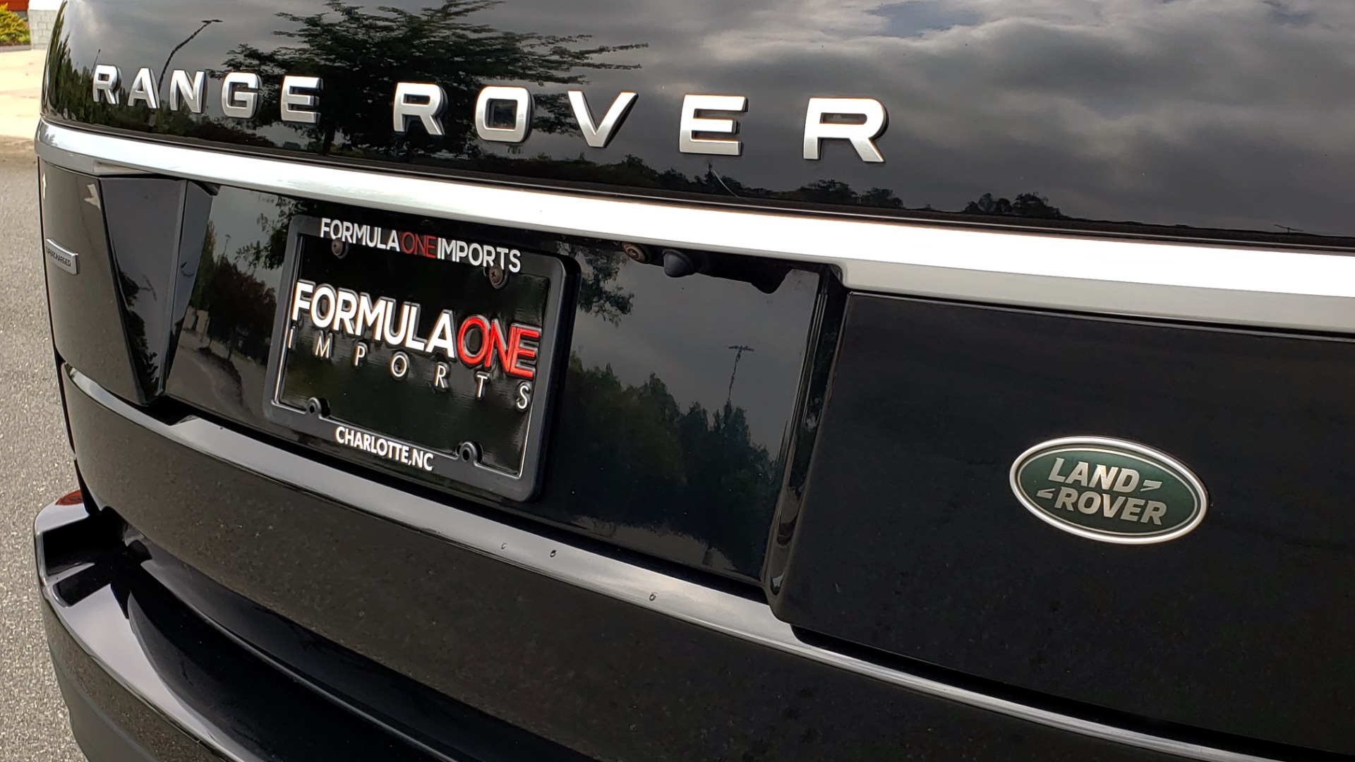 Used 2018 Land Rover RANGE ROVER SUPERCHARGED V8 / DRIVE PRO / NAV / PANO-ROOF / REARVIEW for sale $84,995 at Formula Imports in Charlotte NC 28227 34