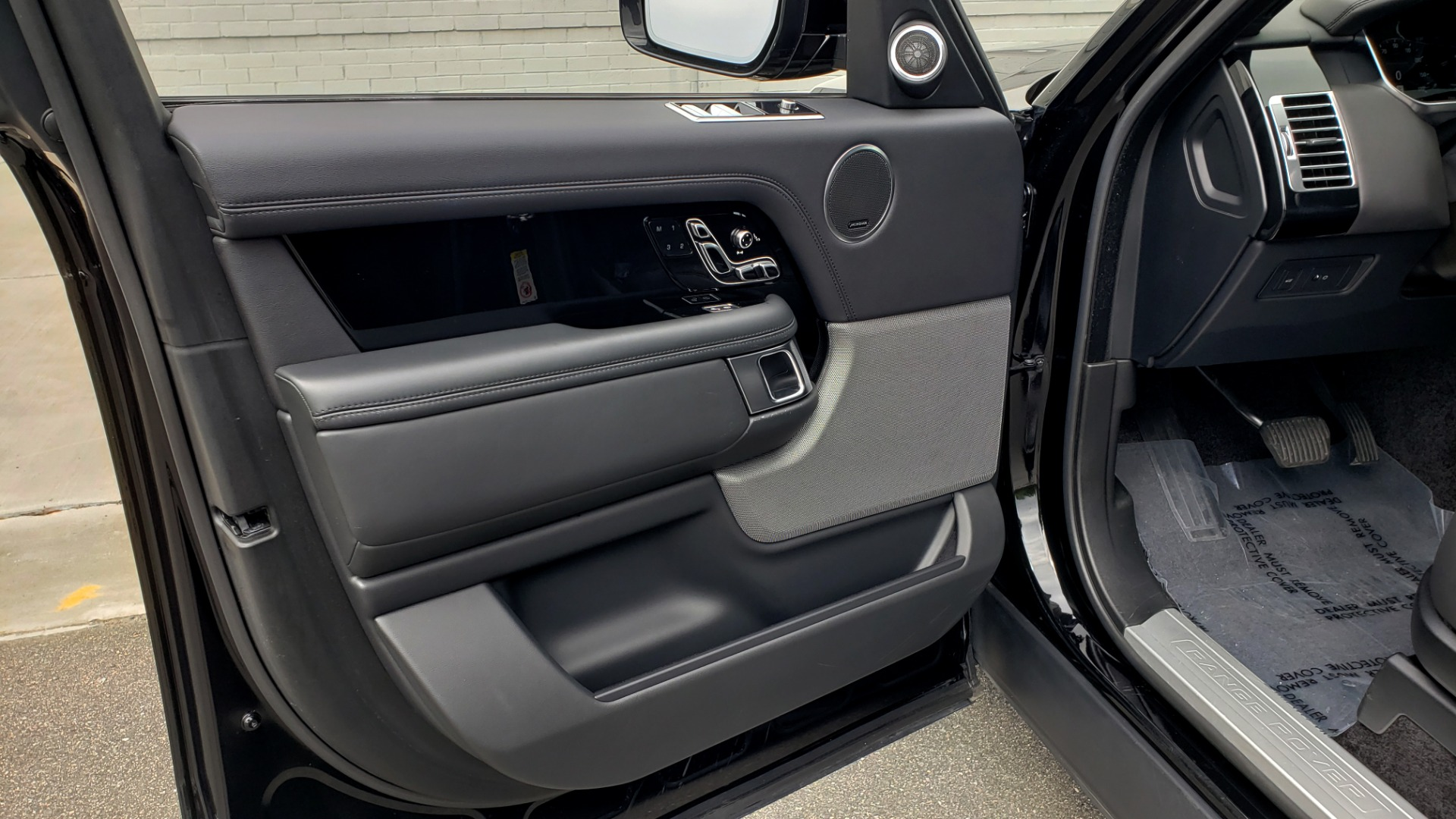 Used 2018 Land Rover RANGE ROVER SUPERCHARGED V8 / DRIVE PRO / NAV / PANO-ROOF / REARVIEW for sale $84,995 at Formula Imports in Charlotte NC 28227 36