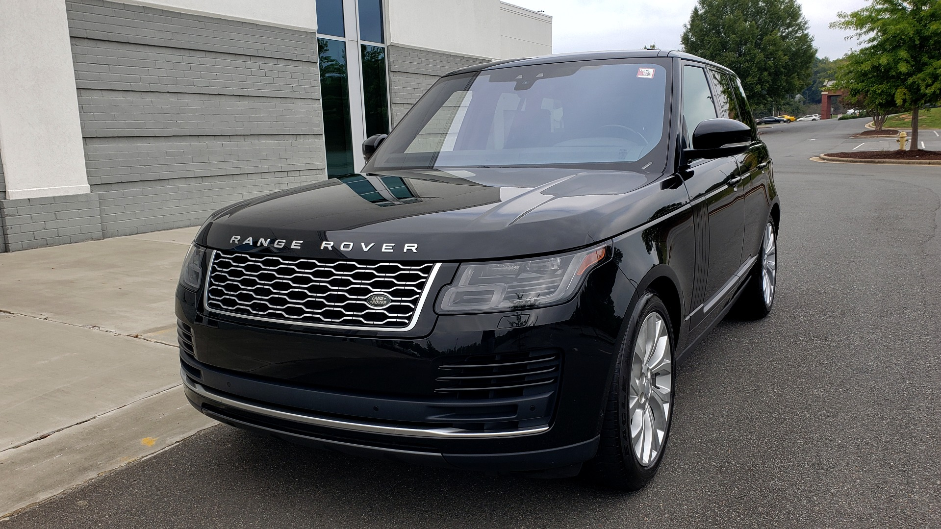 Used 2018 Land Rover RANGE ROVER SUPERCHARGED V8 / DRIVE PRO / NAV / PANO-ROOF / REARVIEW for sale $84,995 at Formula Imports in Charlotte NC 28227 4