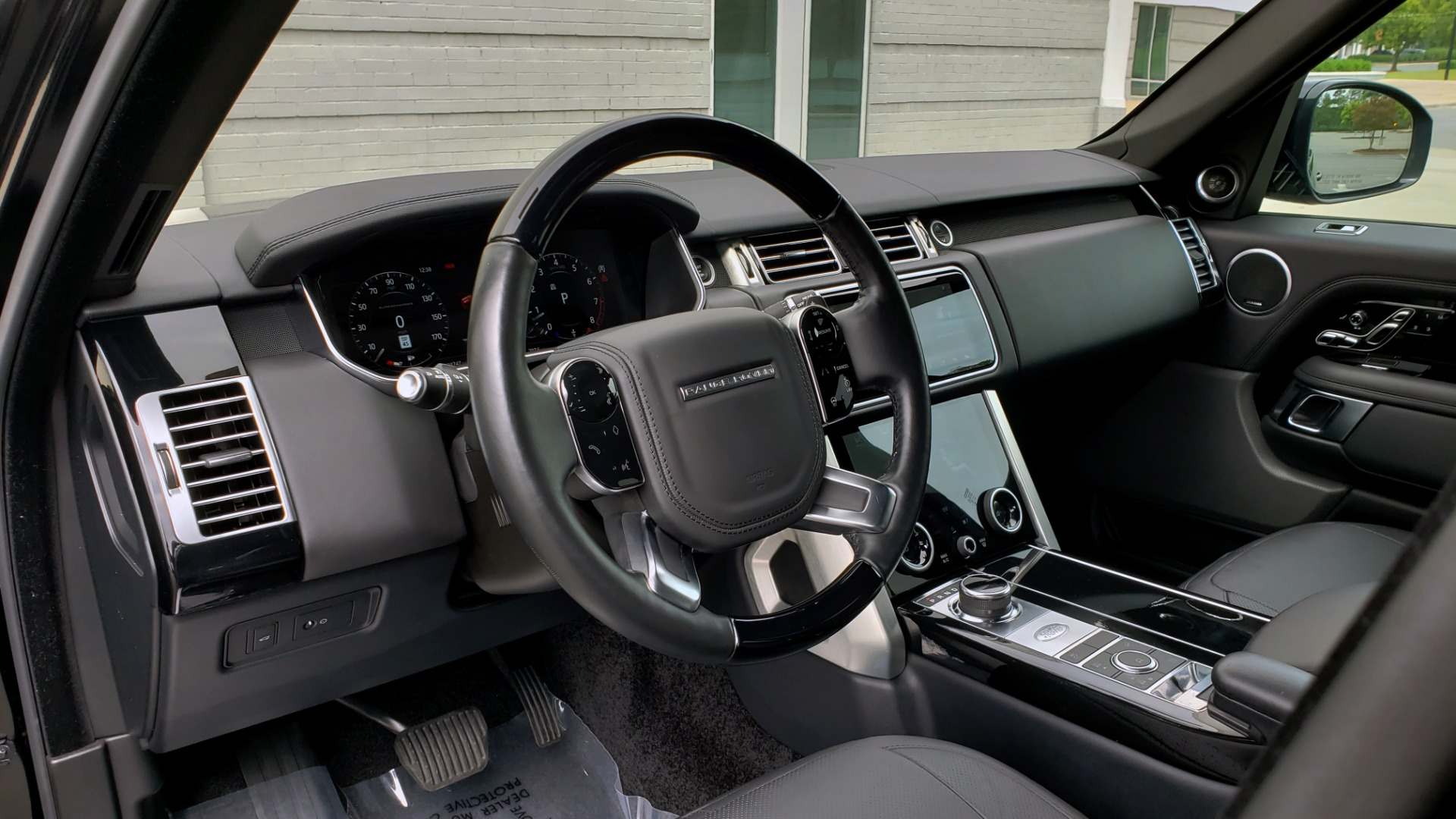 Used 2018 Land Rover RANGE ROVER SUPERCHARGED V8 / DRIVE PRO / NAV / PANO-ROOF / REARVIEW for sale $84,995 at Formula Imports in Charlotte NC 28227 41