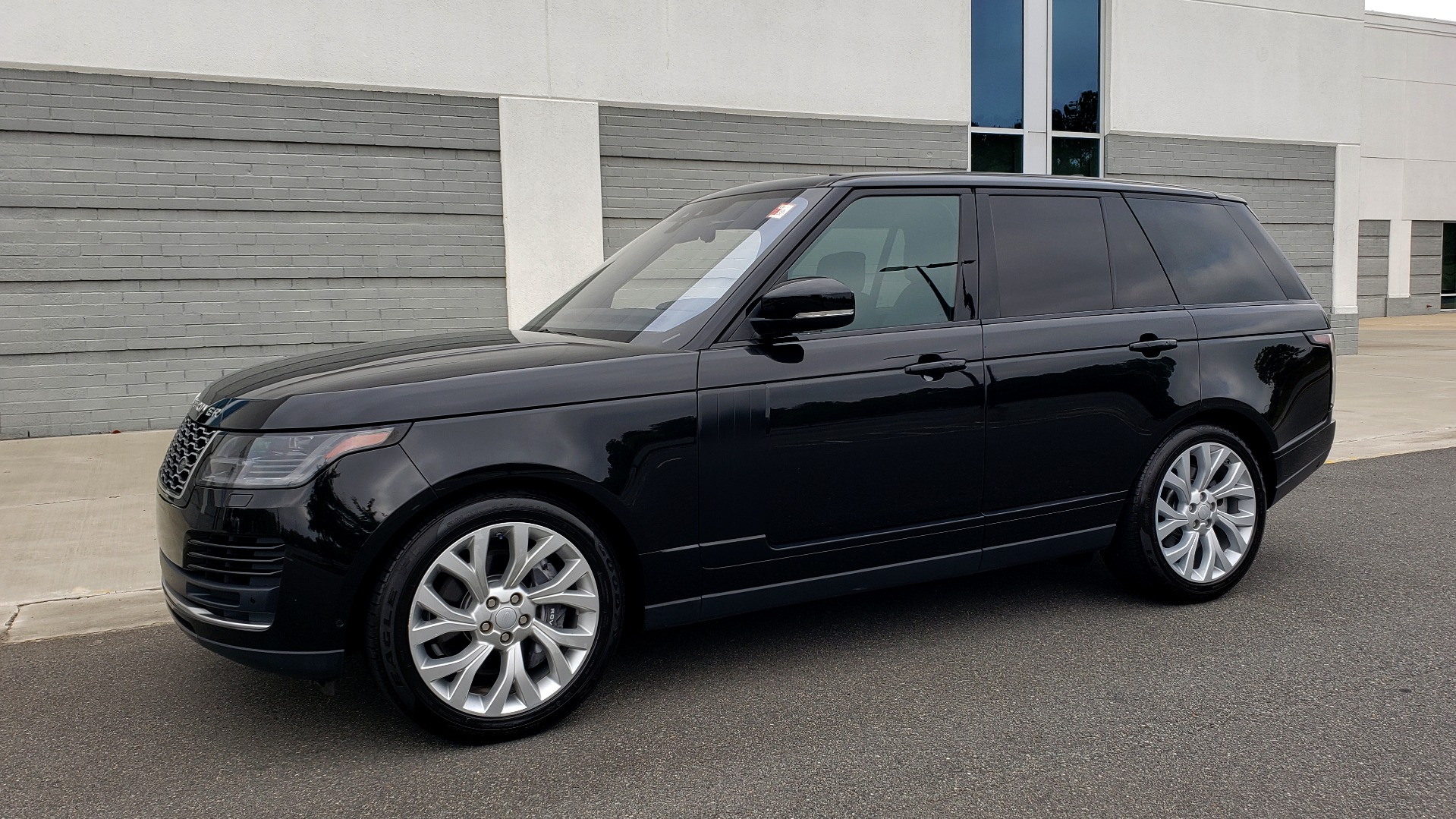 Used 2018 Land Rover RANGE ROVER SUPERCHARGED V8 / DRIVE PRO / NAV / PANO-ROOF / REARVIEW for sale $84,995 at Formula Imports in Charlotte NC 28227 5