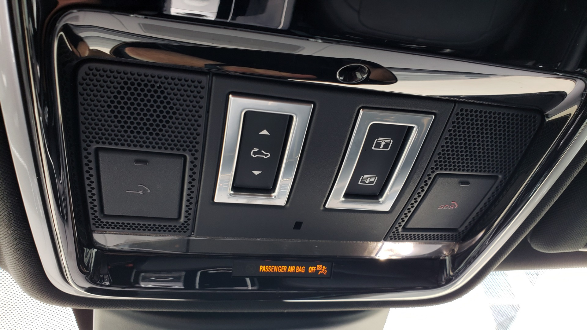 Used 2018 Land Rover RANGE ROVER SUPERCHARGED V8 / DRIVE PRO / NAV / PANO-ROOF / REARVIEW for sale $84,995 at Formula Imports in Charlotte NC 28227 58