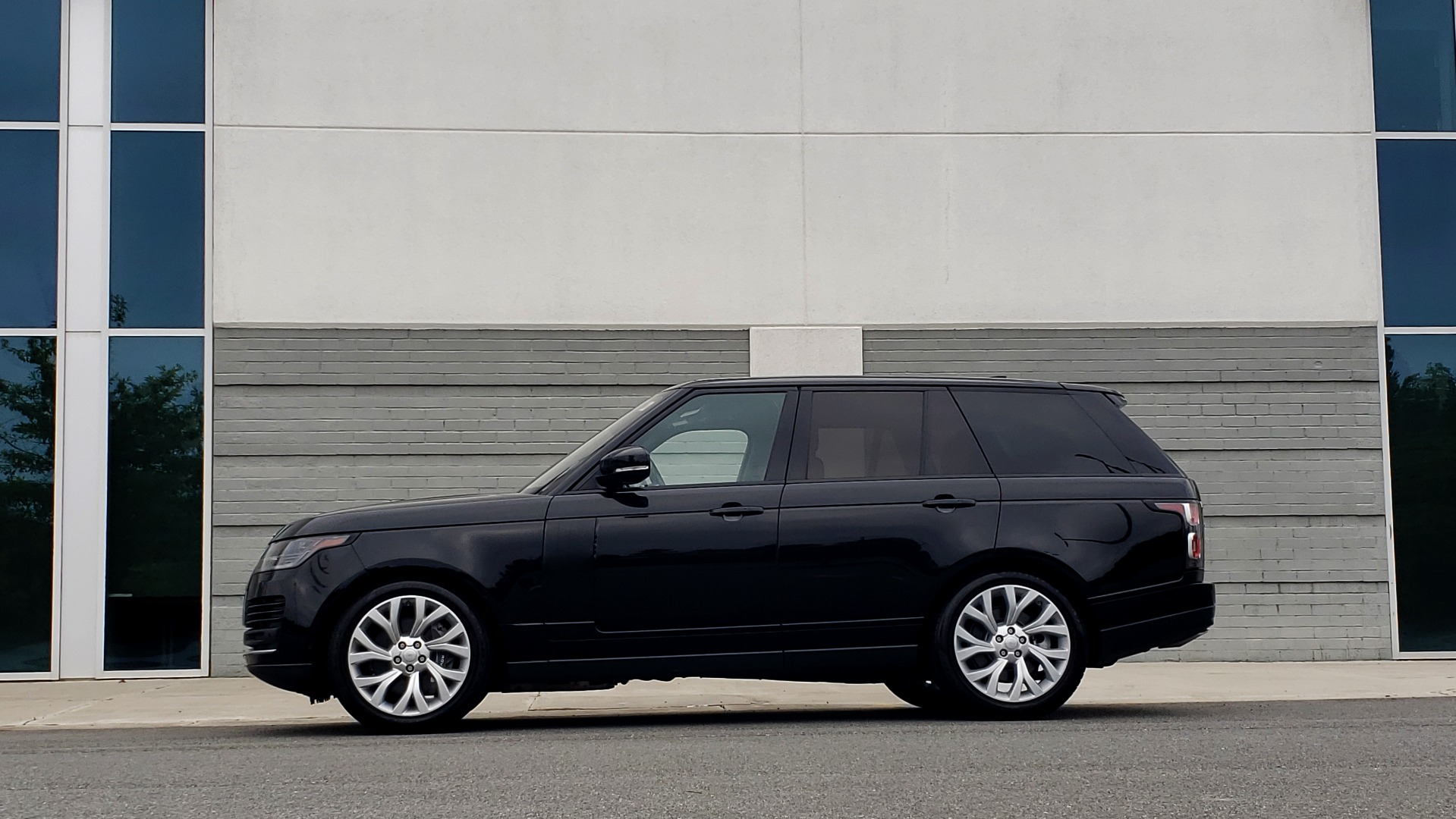 Used 2018 Land Rover RANGE ROVER SUPERCHARGED V8 / DRIVE PRO / NAV / PANO-ROOF / REARVIEW for sale $84,995 at Formula Imports in Charlotte NC 28227 6