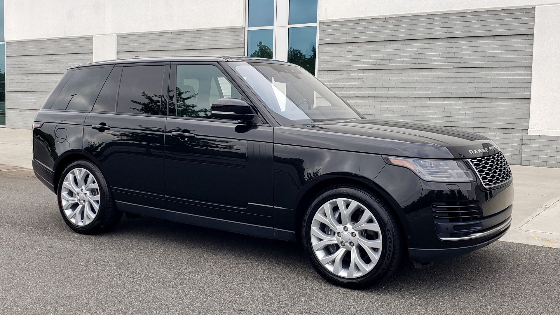 Used 2018 Land Rover RANGE ROVER SUPERCHARGED V8 / DRIVE PRO / NAV / PANO-ROOF / REARVIEW for sale $84,995 at Formula Imports in Charlotte NC 28227 8