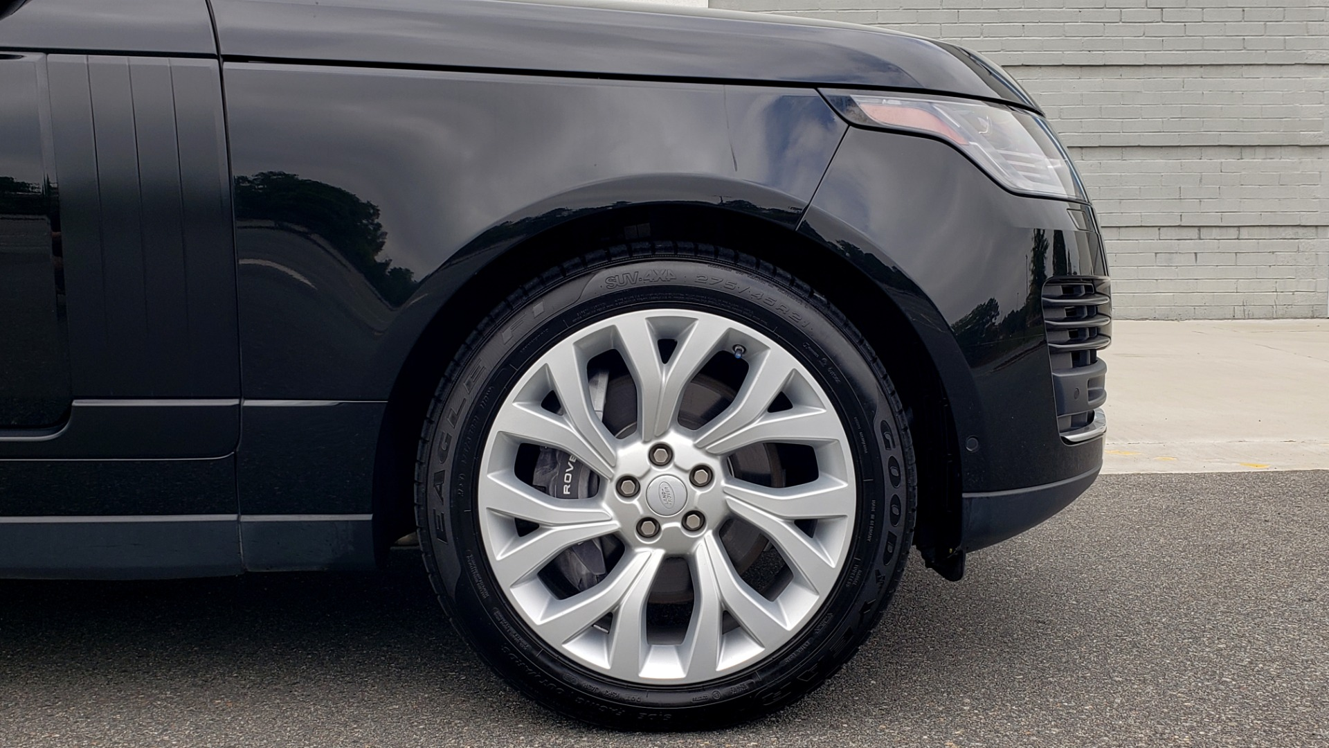 Used 2018 Land Rover RANGE ROVER SUPERCHARGED V8 / DRIVE PRO / NAV / PANO-ROOF / REARVIEW for sale $84,995 at Formula Imports in Charlotte NC 28227 81