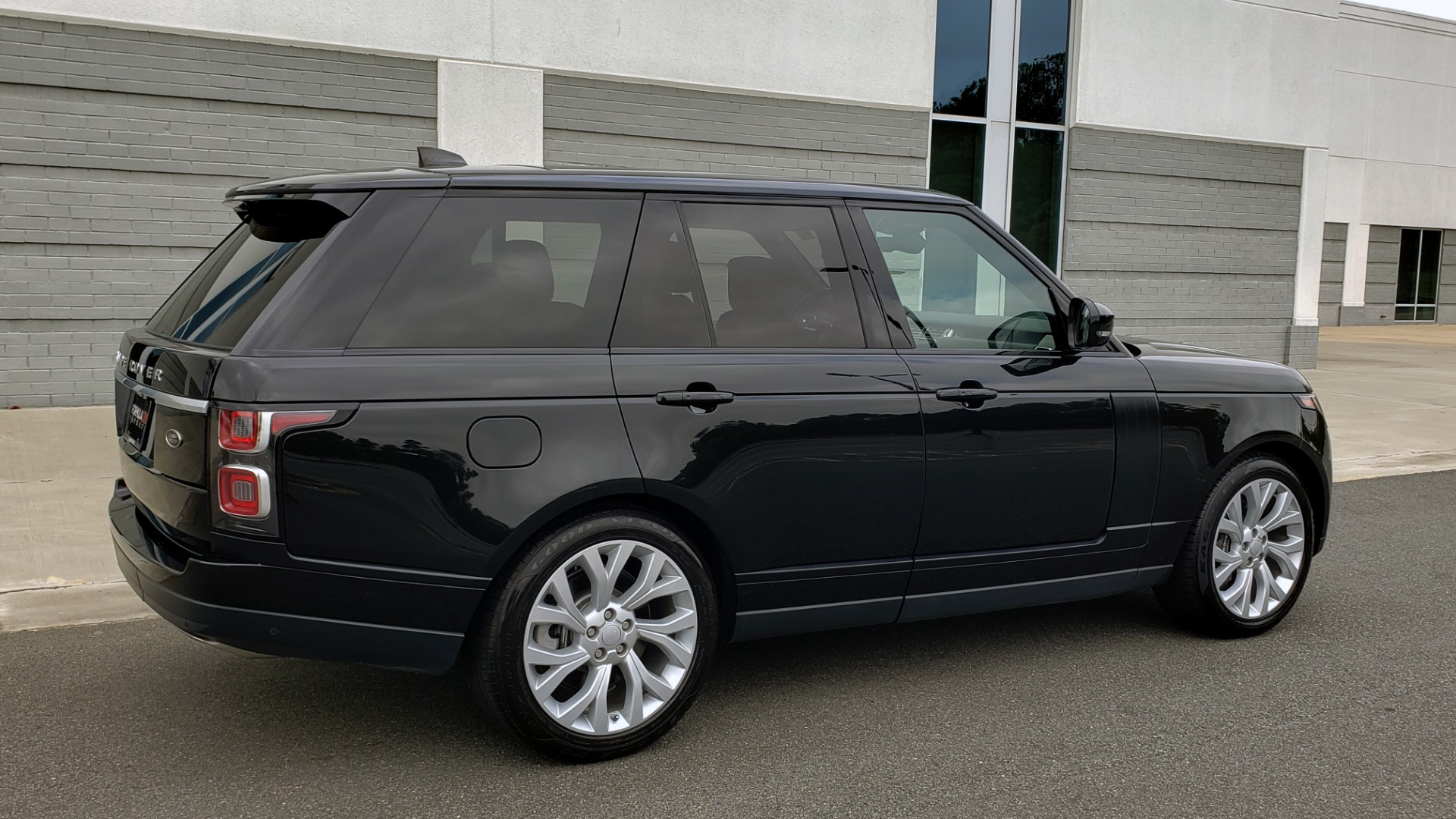 Used 2018 Land Rover RANGE ROVER SUPERCHARGED V8 / DRIVE PRO / NAV / PANO-ROOF / REARVIEW for sale $84,995 at Formula Imports in Charlotte NC 28227 9