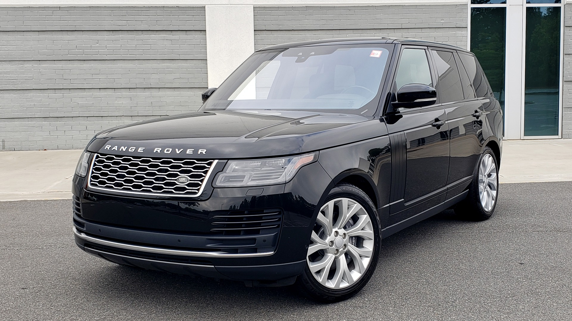 Used 2018 Land Rover RANGE ROVER SUPERCHARGED V8 / DRIVE PRO / NAV / PANO-ROOF / REARVIEW for sale $84,995 at Formula Imports in Charlotte NC 28227 1