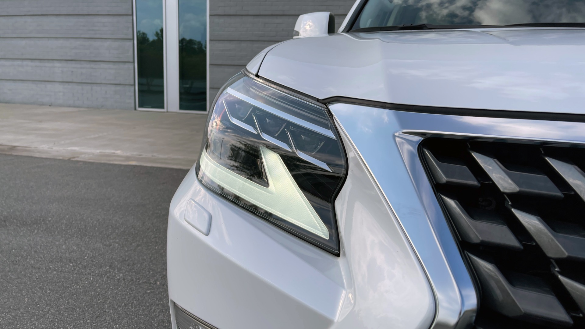 Used 2020 Lexus GX 460 PREMIUM / AWD / NAV / SUNROOF / 3-ROW / REARVIEW for sale $54,495 at Formula Imports in Charlotte NC 28227 10