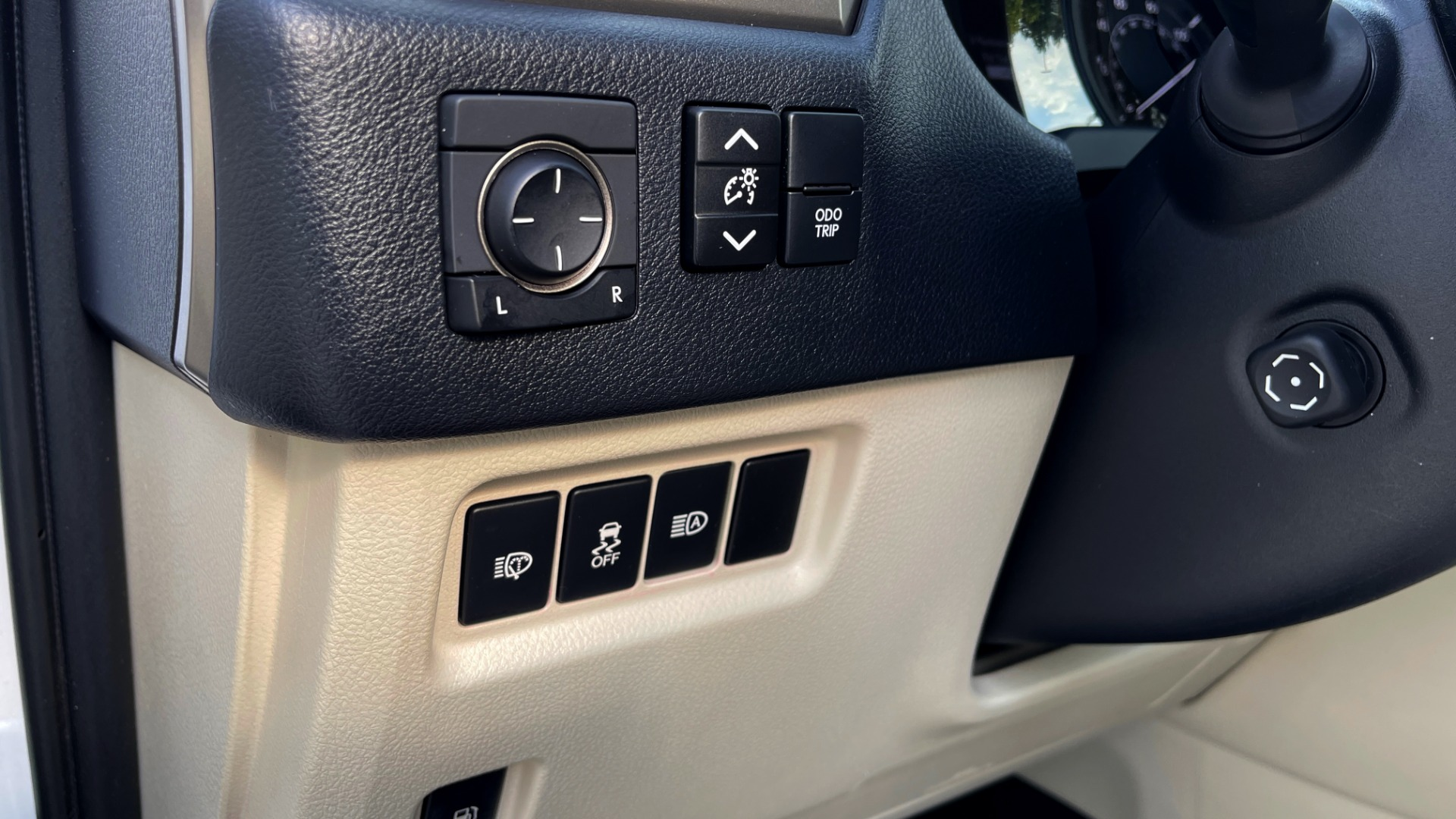 Used 2020 Lexus GX 460 PREMIUM / AWD / NAV / SUNROOF / 3-ROW / REARVIEW for sale $54,495 at Formula Imports in Charlotte NC 28227 31
