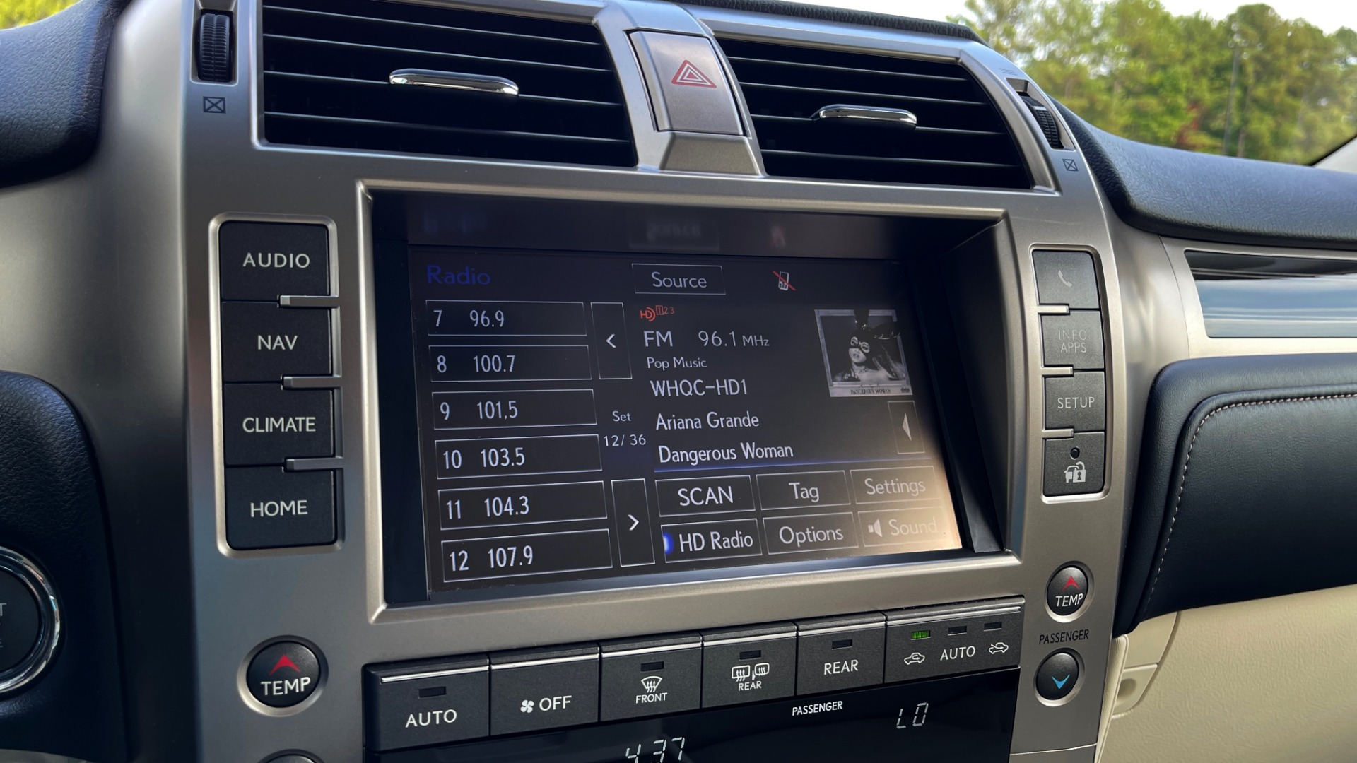 Used 2020 Lexus GX 460 PREMIUM / AWD / NAV / SUNROOF / 3-ROW / REARVIEW for sale $54,495 at Formula Imports in Charlotte NC 28227 39
