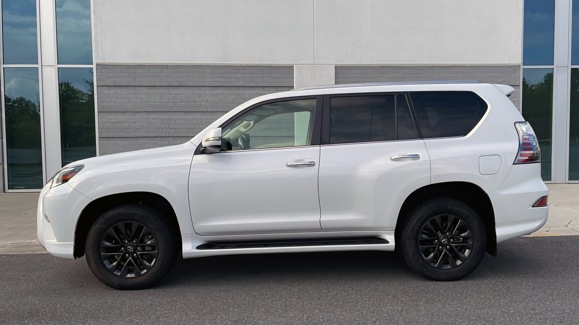 Used 2020 Lexus GX 460 PREMIUM / AWD / NAV / SUNROOF / 3-ROW / REARVIEW for sale $54,495 at Formula Imports in Charlotte NC 28227 4