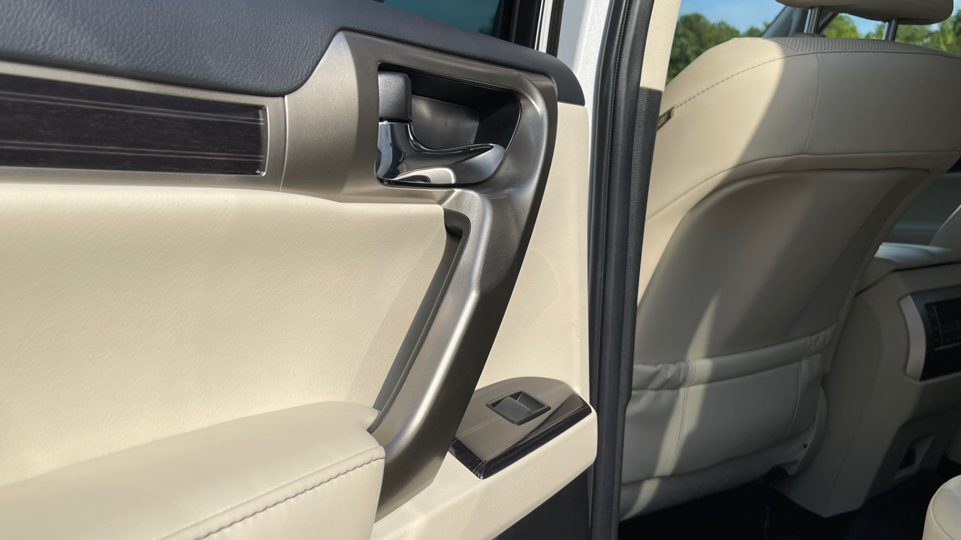 Used 2020 Lexus GX 460 PREMIUM / AWD / NAV / SUNROOF / 3-ROW / REARVIEW for sale $54,495 at Formula Imports in Charlotte NC 28227 51