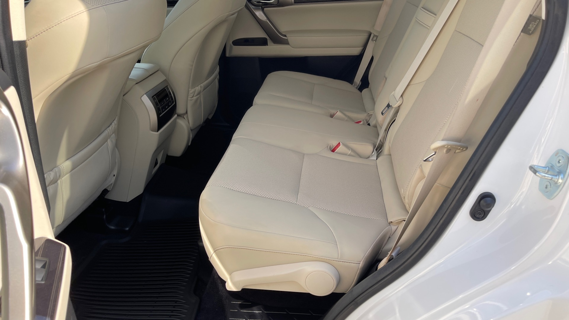 Used 2020 Lexus GX 460 PREMIUM / AWD / NAV / SUNROOF / 3-ROW / REARVIEW for sale $54,495 at Formula Imports in Charlotte NC 28227 52