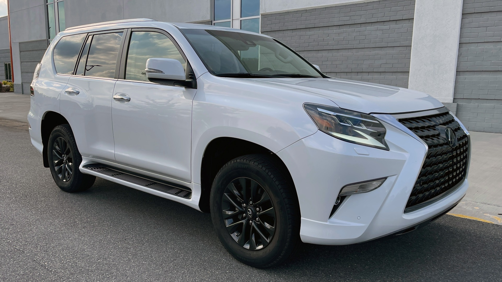 Used 2020 Lexus GX 460 PREMIUM / AWD / NAV / SUNROOF / 3-ROW / REARVIEW for sale $54,495 at Formula Imports in Charlotte NC 28227 6
