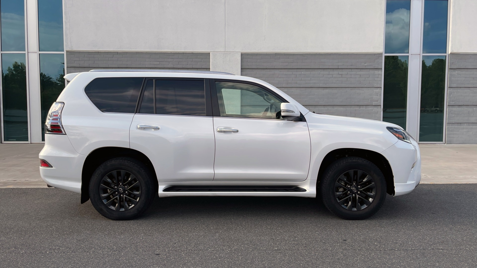 Used 2020 Lexus GX 460 PREMIUM / AWD / NAV / SUNROOF / 3-ROW / REARVIEW for sale $54,495 at Formula Imports in Charlotte NC 28227 7