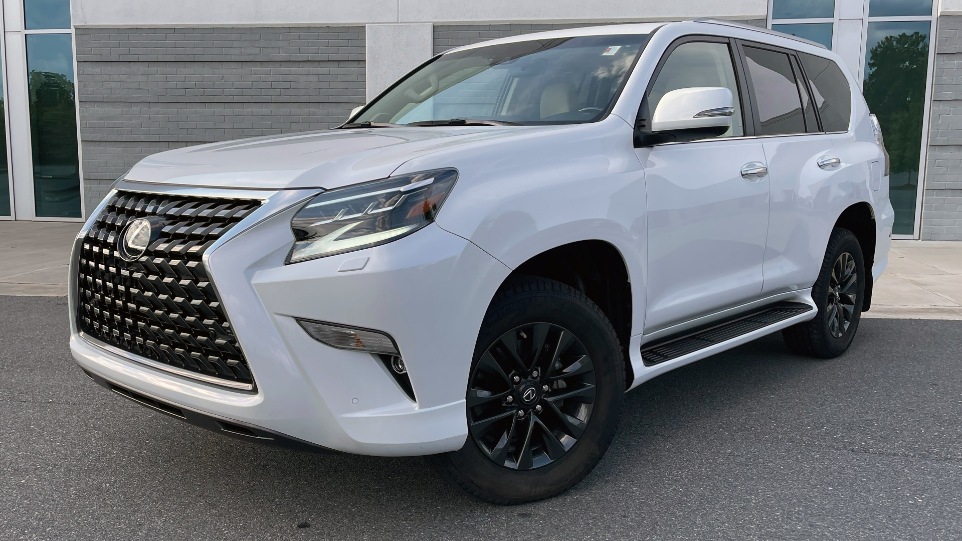 Used 2020 Lexus GX 460 PREMIUM / AWD / NAV / SUNROOF / 3-ROW / REARVIEW for sale $54,495 at Formula Imports in Charlotte NC 28227 1