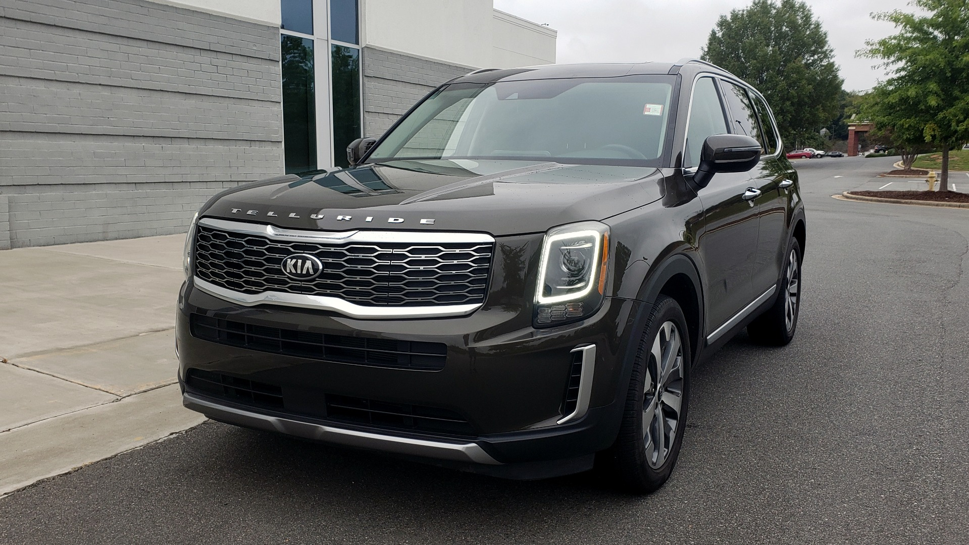 Used 2020 Kia TELLURIDE S 3.8L / FWD / 8-SPD AUTO / SUNROOF / REARVIEW / 20INCH WHEELS for sale $41,595 at Formula Imports in Charlotte NC 28227 2