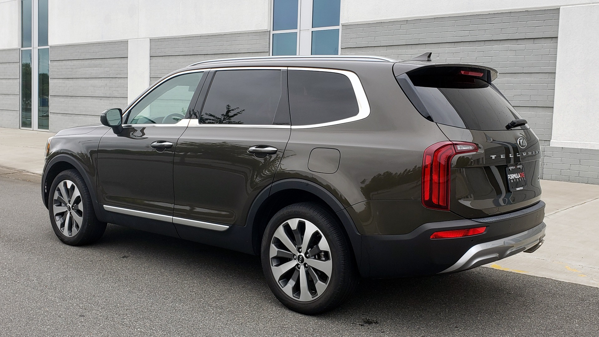Used 2020 Kia TELLURIDE S 3.8L / FWD / 8-SPD AUTO / SUNROOF / REARVIEW / 20INCH WHEELS for sale $41,595 at Formula Imports in Charlotte NC 28227 5