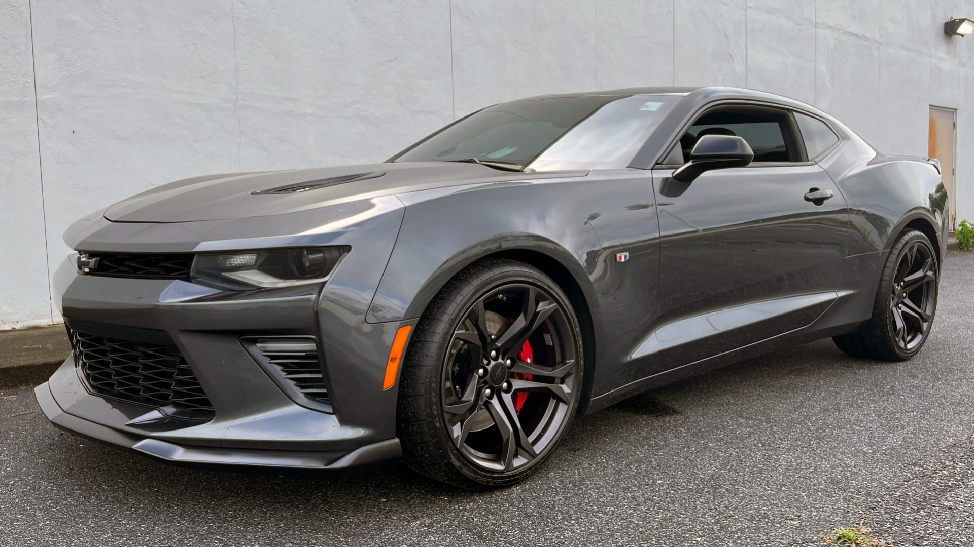 Used 2018 Chevrolet CAMARO 2SS / 6.2L V8 / MANUAL / 1LE TRACK PKG / NAV / BOSE / REARVIEW for sale $39,795 at Formula Imports in Charlotte NC 28227 2
