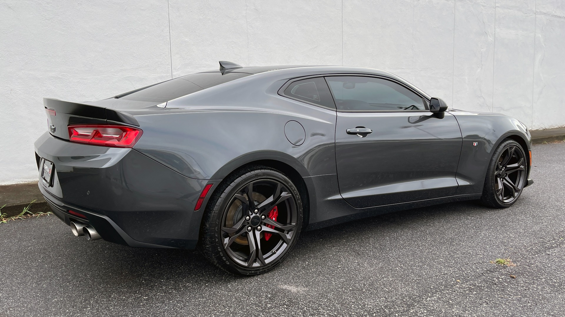 Used 2018 Chevrolet CAMARO 2SS / 6.2L V8 / MANUAL / 1LE TRACK PKG / NAV / BOSE / REARVIEW for sale $39,795 at Formula Imports in Charlotte NC 28227 4