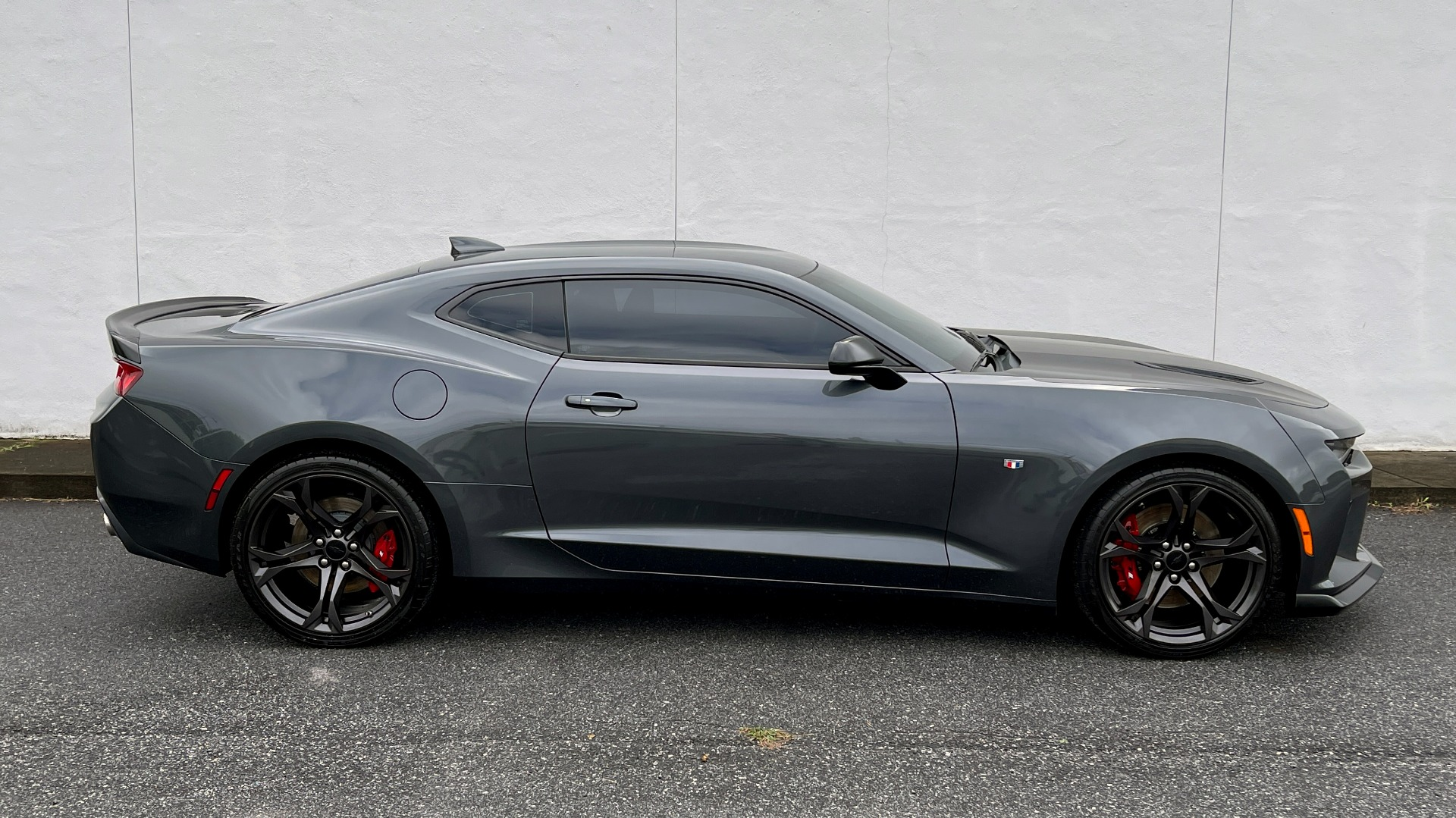 Used 2018 Chevrolet CAMARO 2SS / 6.2L V8 / MANUAL / 1LE TRACK PKG / NAV / BOSE / REARVIEW for sale $39,795 at Formula Imports in Charlotte NC 28227 5