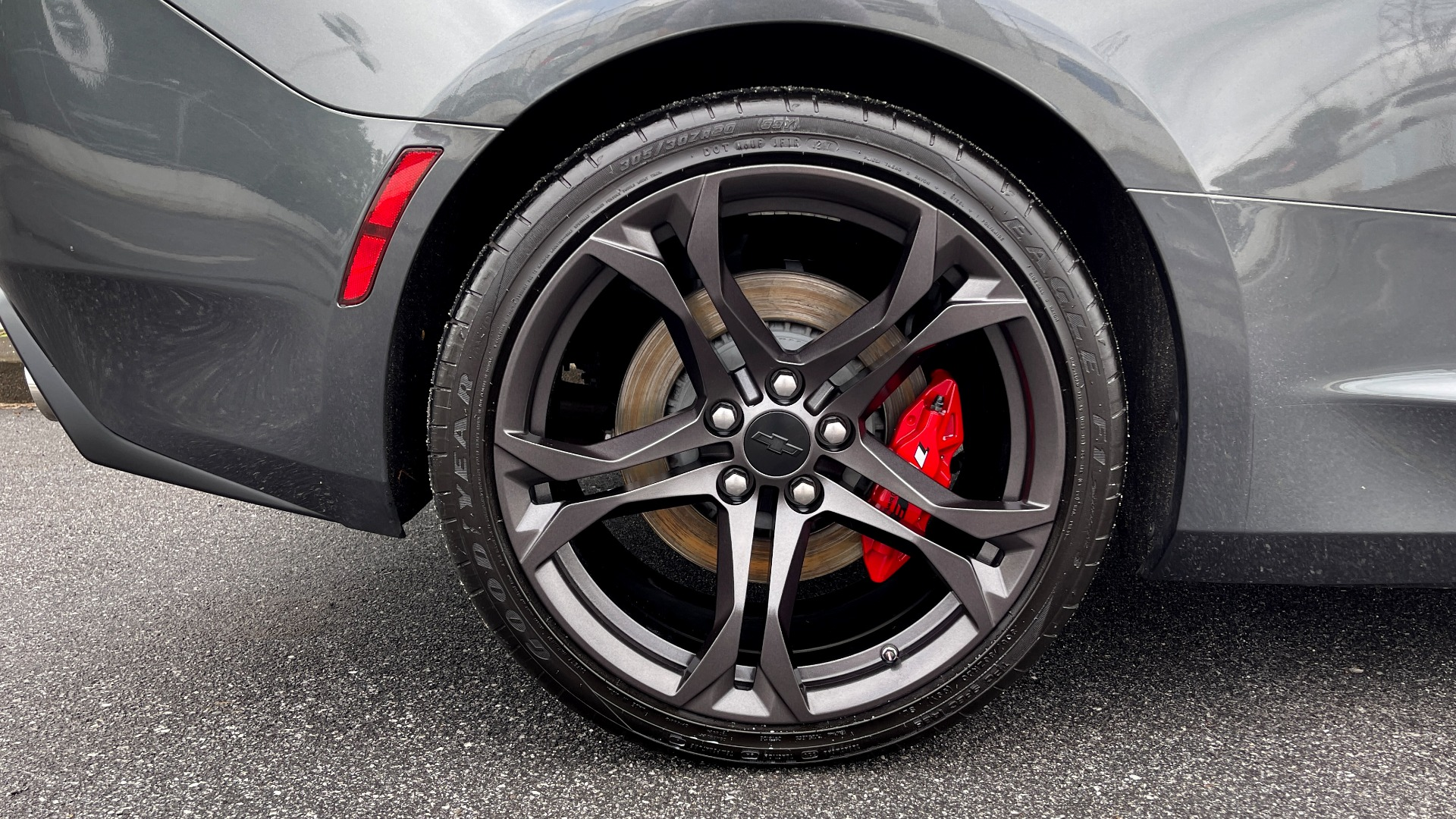 Used 2018 Chevrolet CAMARO 2SS / 6.2L V8 / MANUAL / 1LE TRACK PKG / NAV / BOSE / REARVIEW for sale $39,795 at Formula Imports in Charlotte NC 28227 55