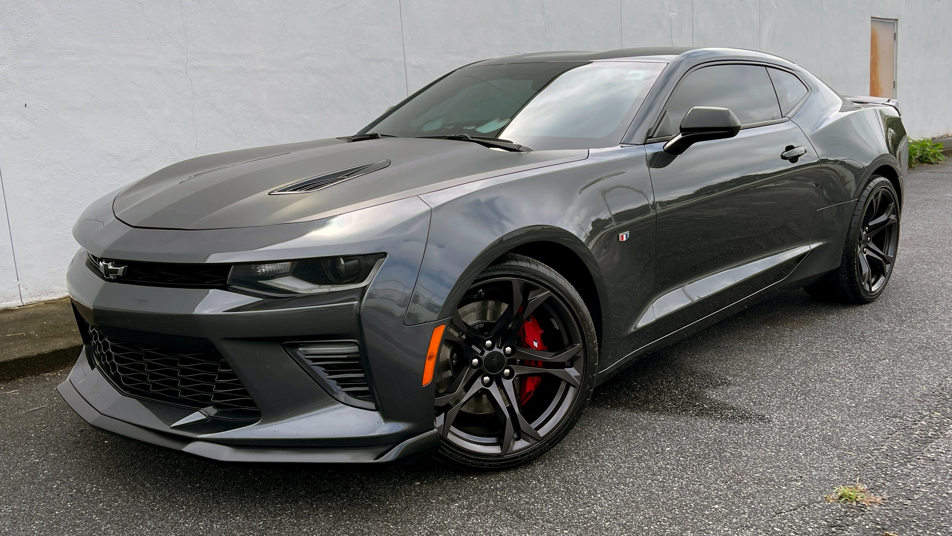 Used 2018 Chevrolet CAMARO 2SS / 6.2L V8 / MANUAL / 1LE TRACK PKG / NAV / BOSE / REARVIEW for sale $39,795 at Formula Imports in Charlotte NC 28227 1