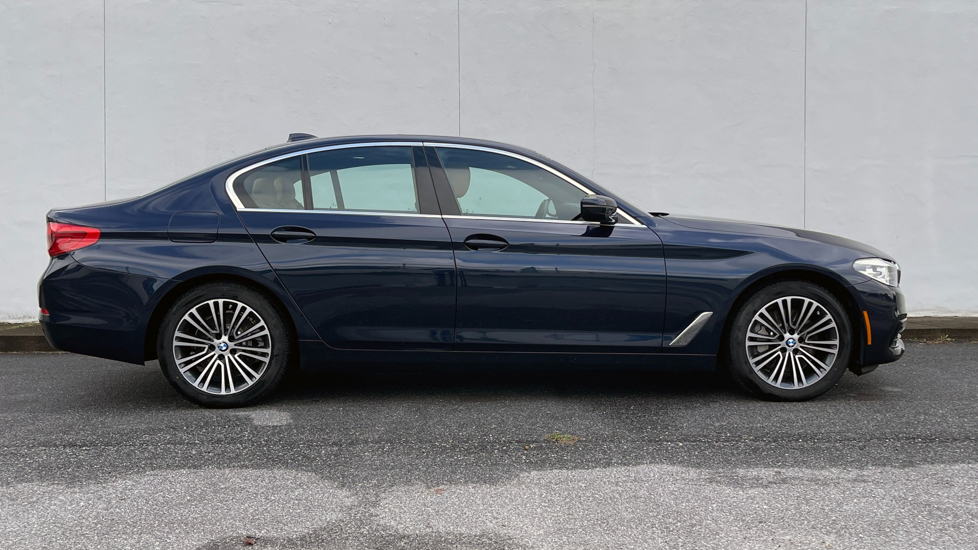 Used 2019 BMW 5 SERIES 530I XDRIVE / CONV PKG / PDC / NAV / SUNROOF / HTD STS / REARIEW for sale $39,595 at Formula Imports in Charlotte NC 28227 3