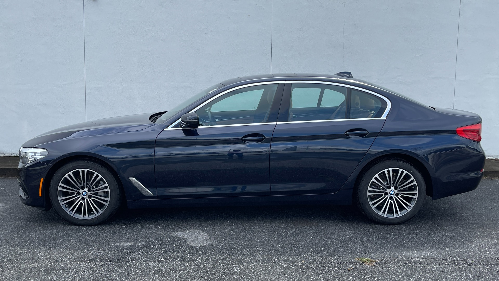 Used 2019 BMW 5 SERIES 530I XDRIVE / CONV PKG / PDC / NAV / SUNROOF / HTD STS / REARIEW for sale $39,595 at Formula Imports in Charlotte NC 28227 5