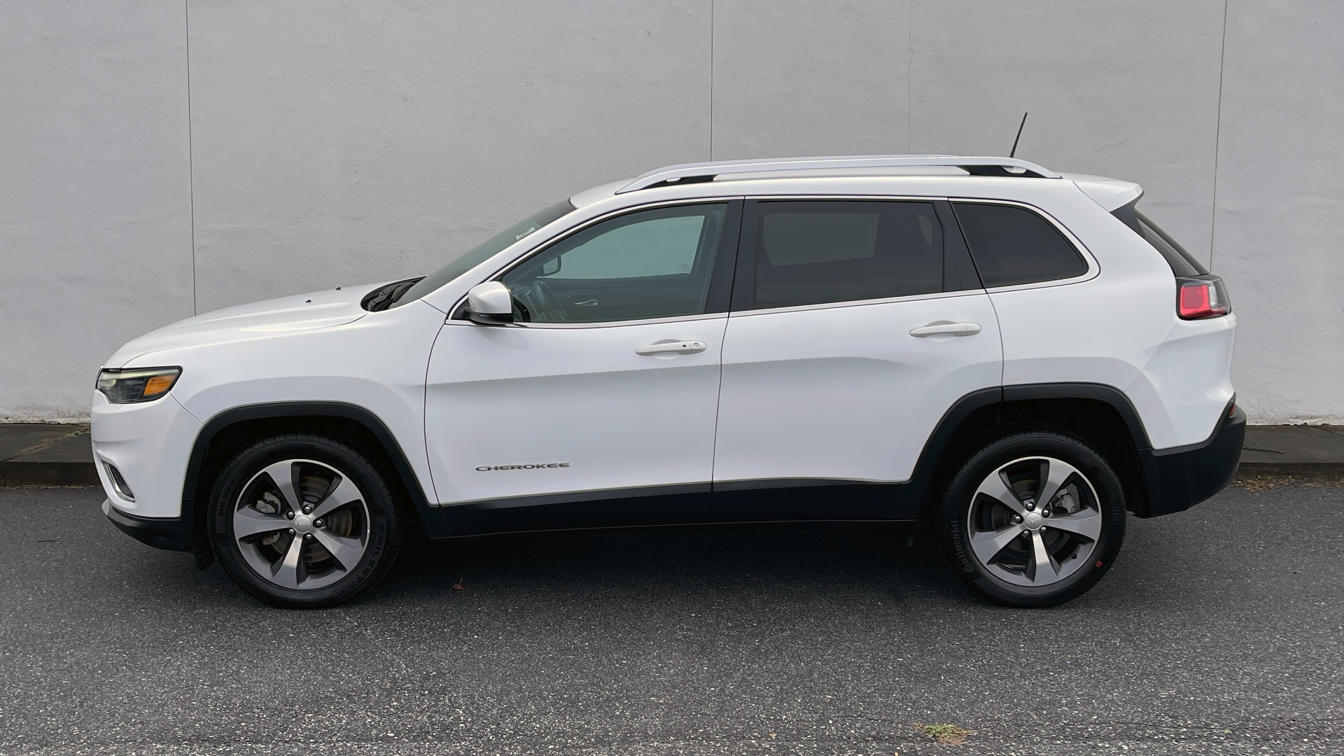 Used 2019 Jeep CHEROKEE LIMITED 2.4L / FWD / APPLE CARPLAY / KEYLESS-GO / REARVIEW for sale $24,395 at Formula Imports in Charlotte NC 28227 2