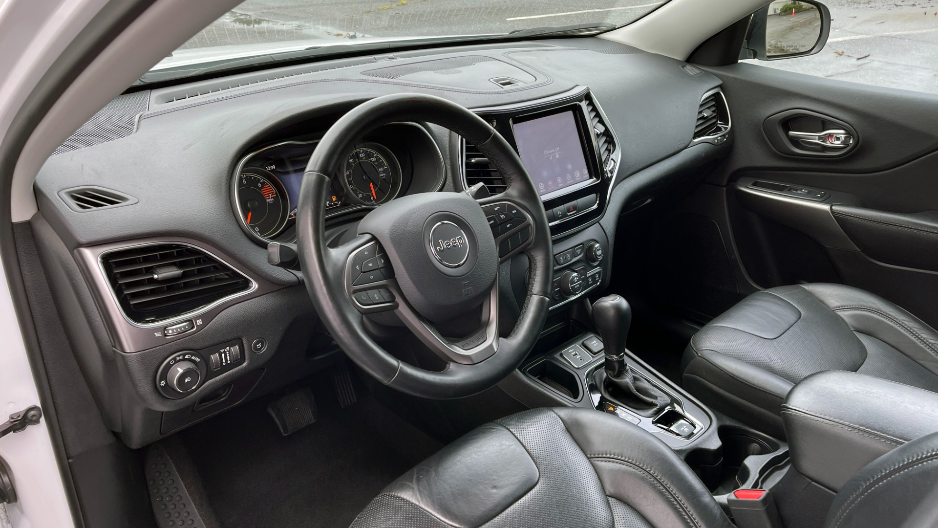 Used 2019 Jeep CHEROKEE LIMITED 2.4L / FWD / APPLE CARPLAY / KEYLESS-GO / REARVIEW for sale $24,395 at Formula Imports in Charlotte NC 28227 25