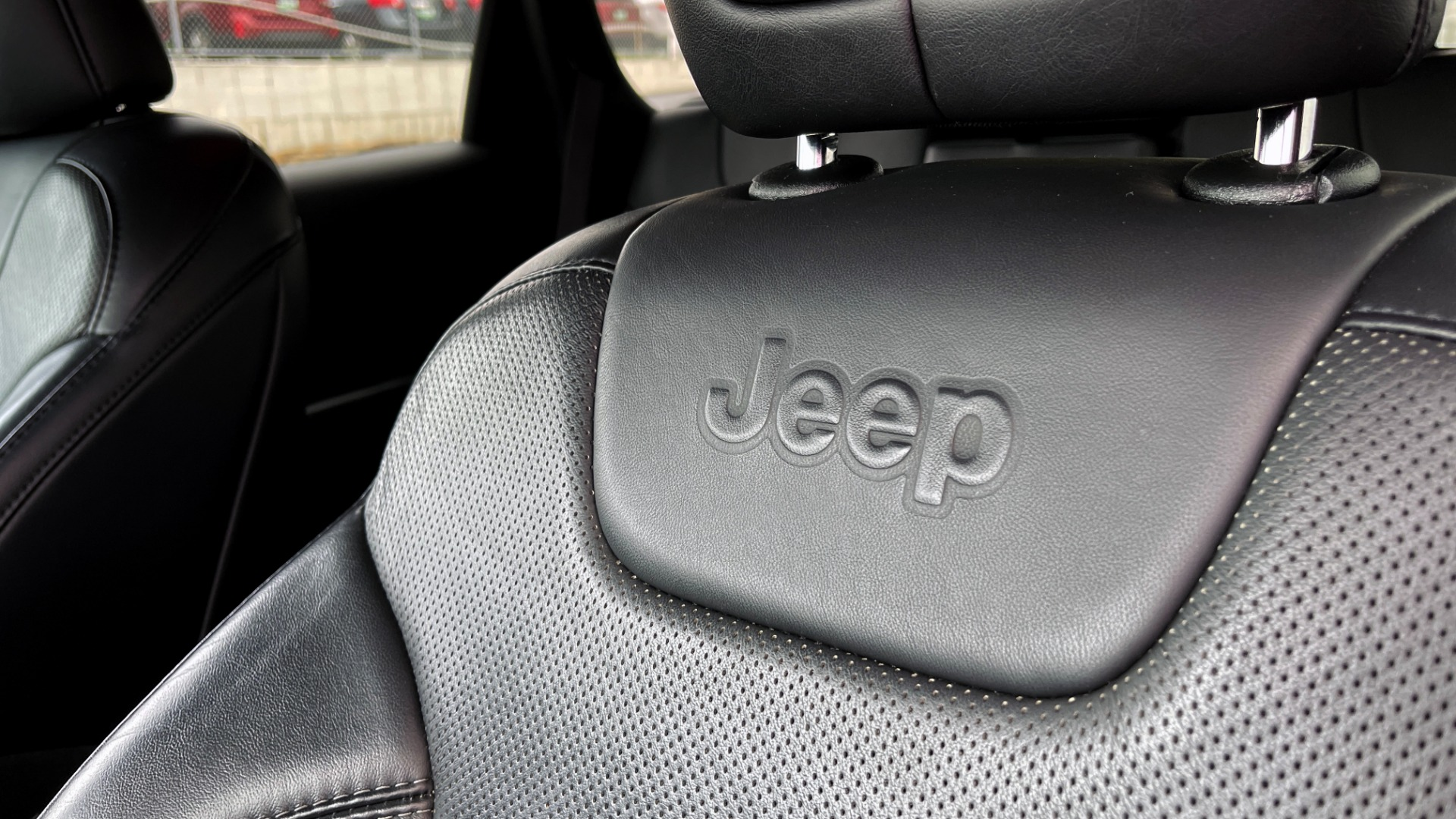 Used 2019 Jeep CHEROKEE LIMITED 2.4L / FWD / APPLE CARPLAY / KEYLESS-GO / REARVIEW for sale $24,395 at Formula Imports in Charlotte NC 28227 28