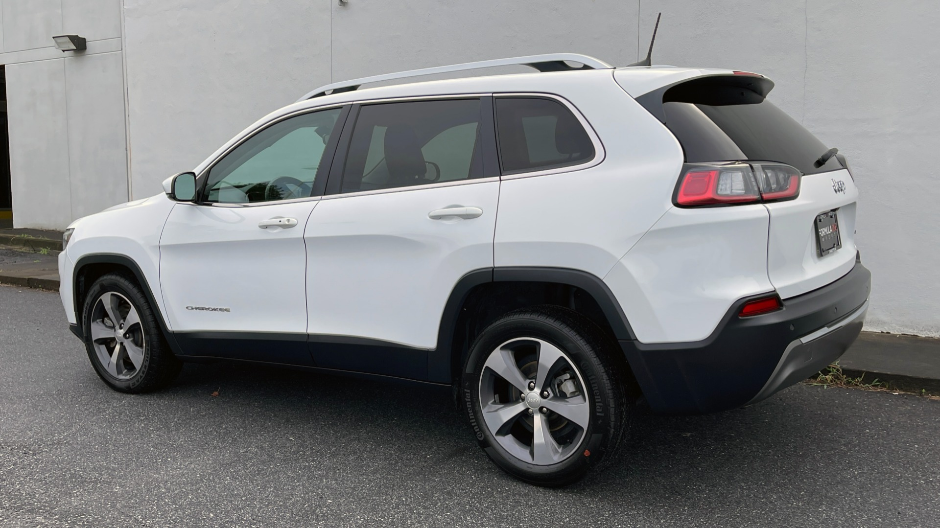 Used 2019 Jeep CHEROKEE LIMITED 2.4L / FWD / APPLE CARPLAY / KEYLESS-GO / REARVIEW for sale $24,395 at Formula Imports in Charlotte NC 28227 3