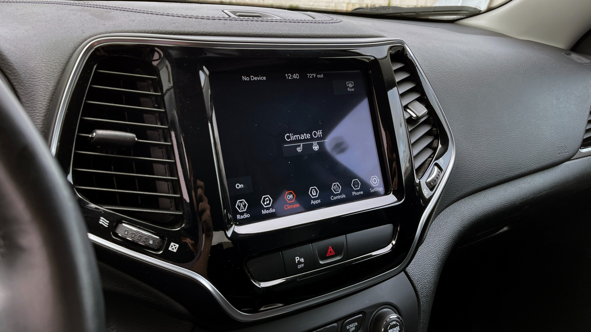 Used 2019 Jeep CHEROKEE LIMITED 2.4L / FWD / APPLE CARPLAY / KEYLESS-GO / REARVIEW for sale $24,395 at Formula Imports in Charlotte NC 28227 35
