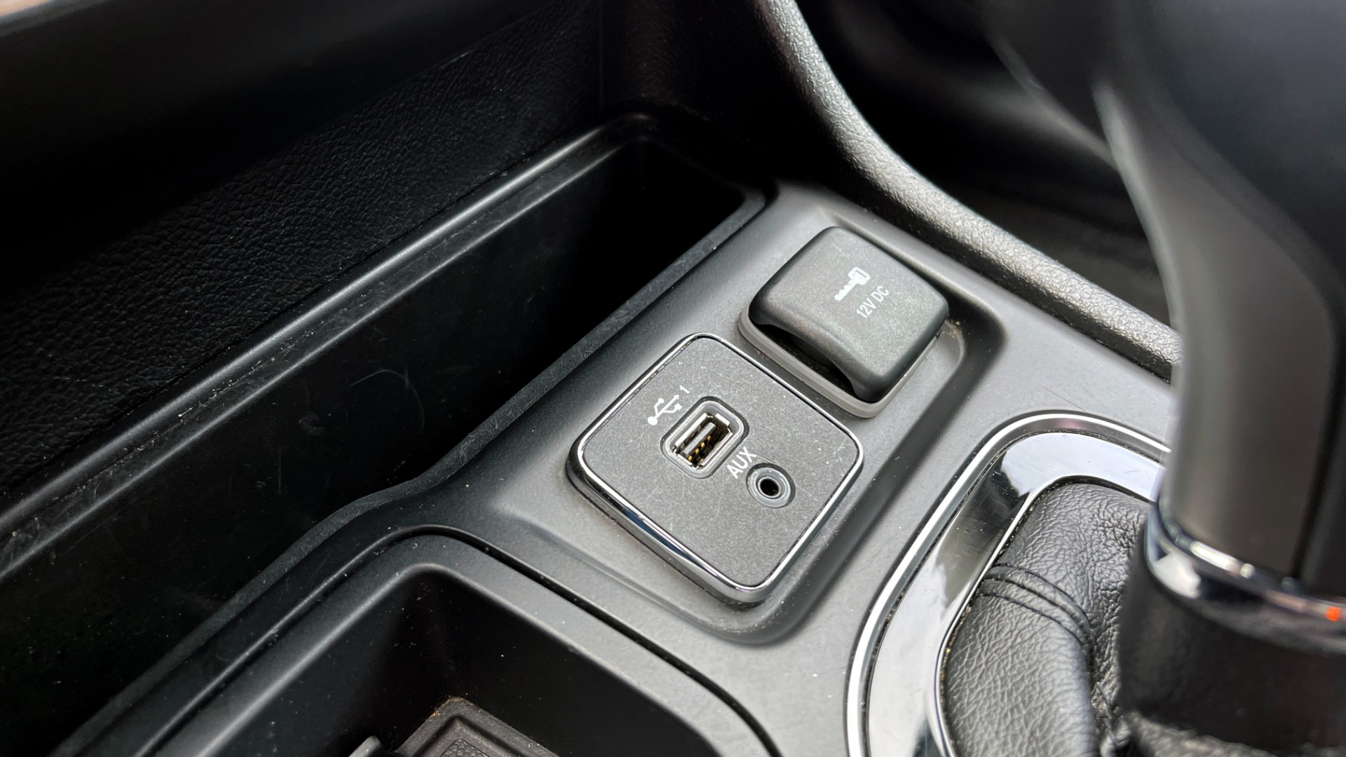 Used 2019 Jeep CHEROKEE LIMITED 2.4L / FWD / APPLE CARPLAY / KEYLESS-GO / REARVIEW for sale $24,395 at Formula Imports in Charlotte NC 28227 40