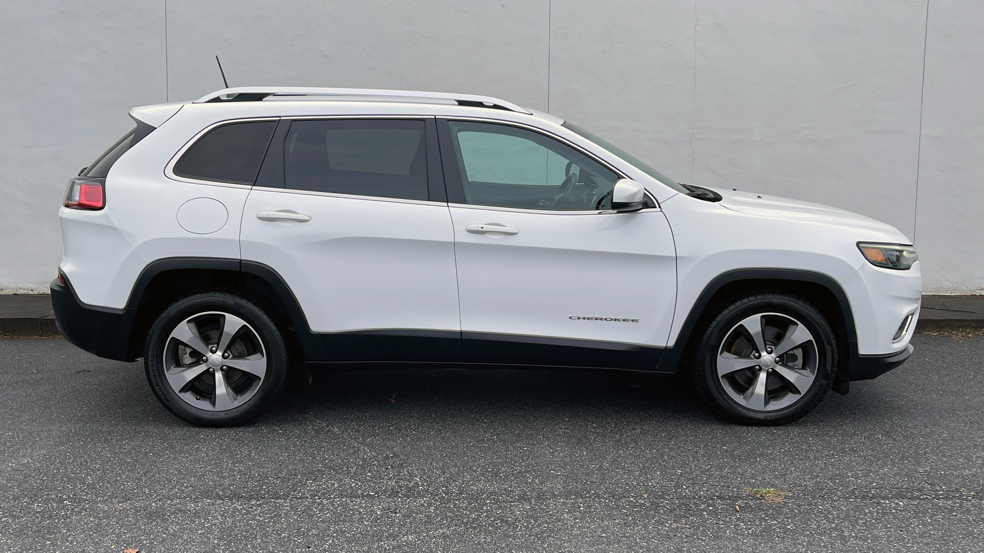 Used 2019 Jeep CHEROKEE LIMITED 2.4L / FWD / APPLE CARPLAY / KEYLESS-GO / REARVIEW for sale $24,395 at Formula Imports in Charlotte NC 28227 5