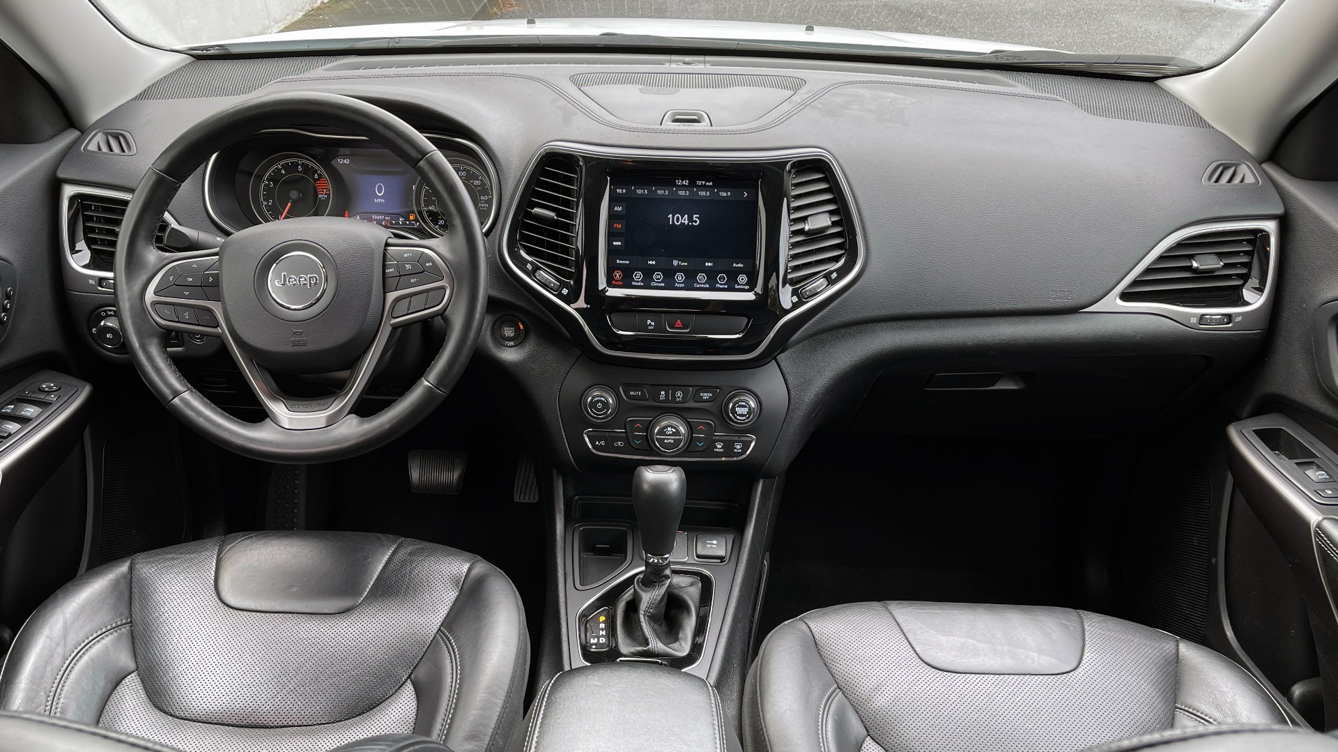 Used 2019 Jeep CHEROKEE LIMITED 2.4L / FWD / APPLE CARPLAY / KEYLESS-GO / REARVIEW for sale $24,395 at Formula Imports in Charlotte NC 28227 52