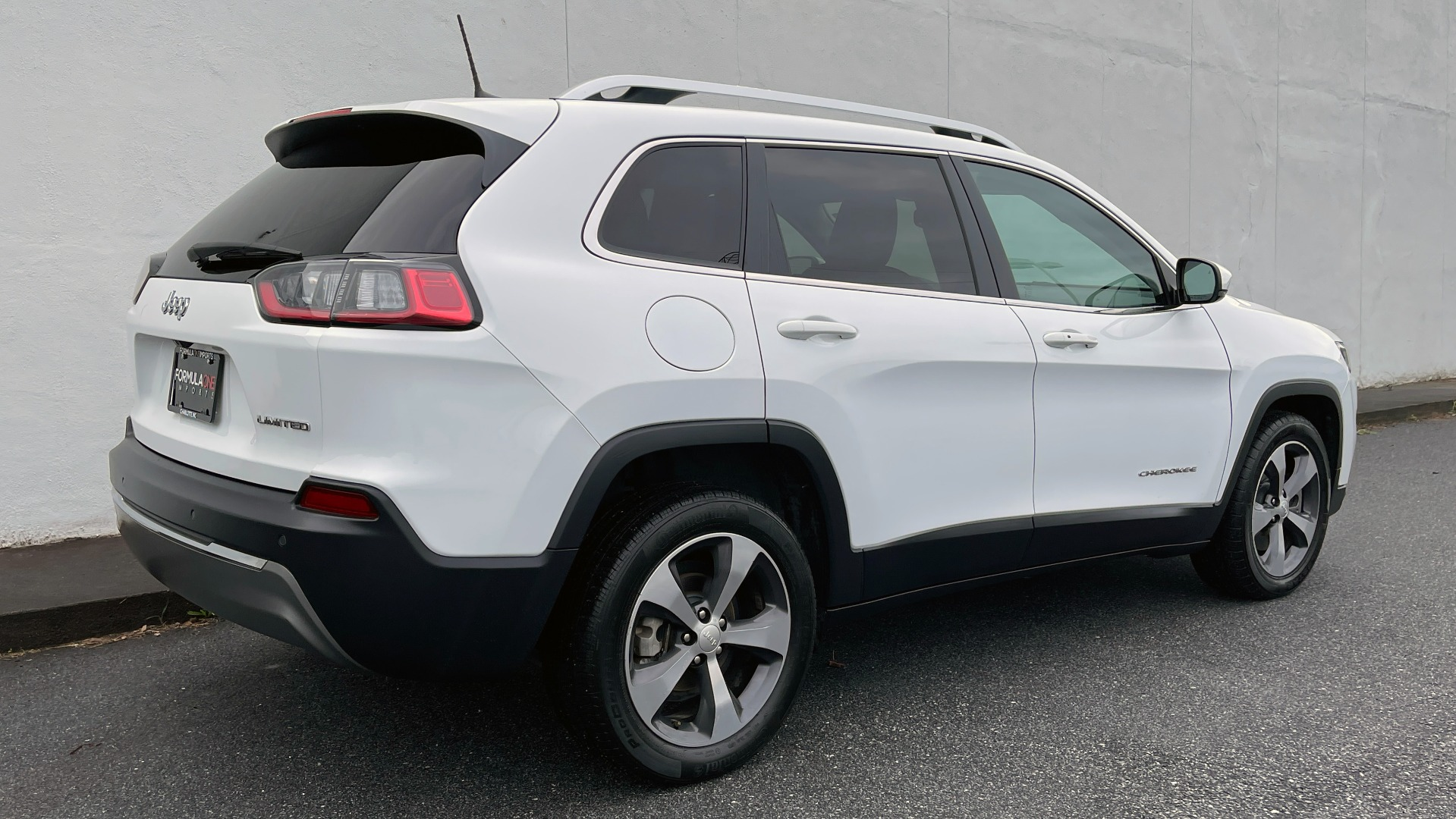 Used 2019 Jeep CHEROKEE LIMITED 2.4L / FWD / APPLE CARPLAY / KEYLESS-GO / REARVIEW for sale $24,395 at Formula Imports in Charlotte NC 28227 6