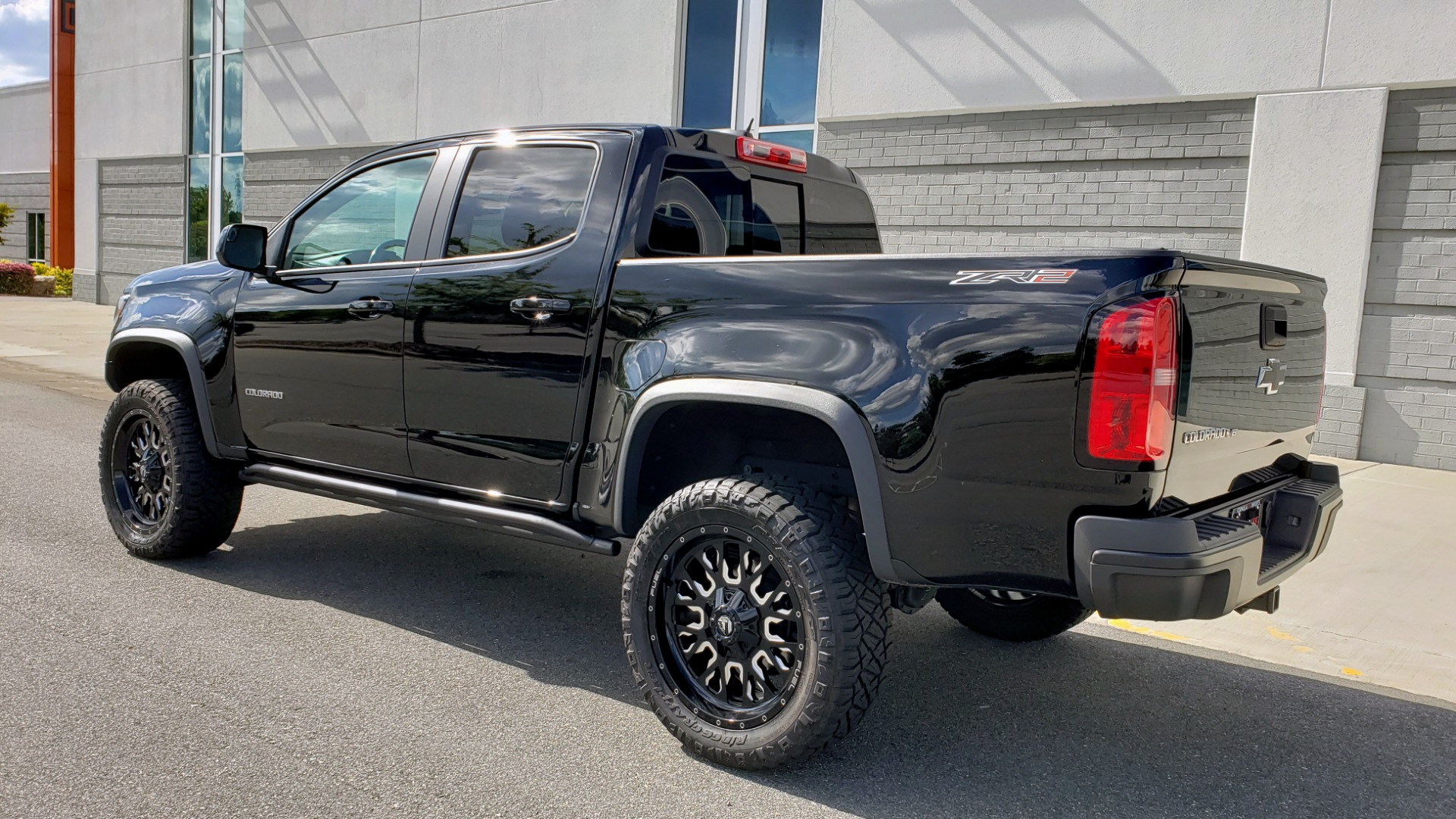 Used 2019 Chevrolet COLORADO 4WD ZR2 / 3.6L V6 / 8-SPD AUTO / CREWCAB / LEATHER / BOSE / REARVIEW for sale $41,995 at Formula Imports in Charlotte NC 28227 5